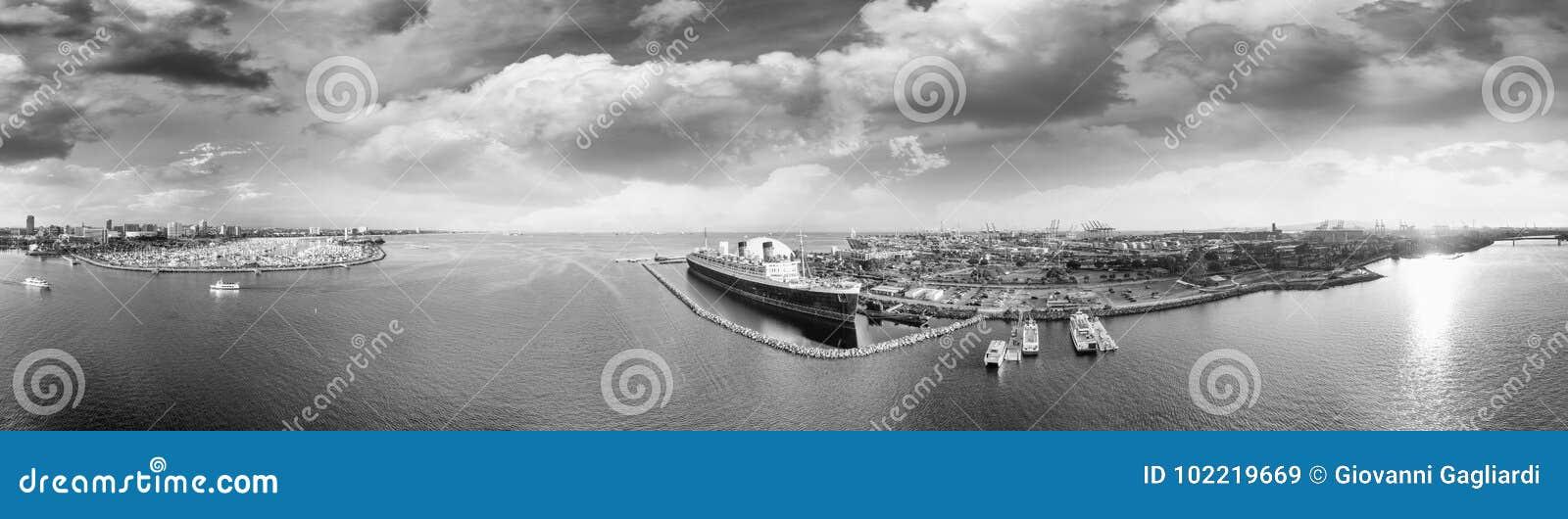 Vista aerea in bianco e nero panoramica di Long Beach e della regina mA