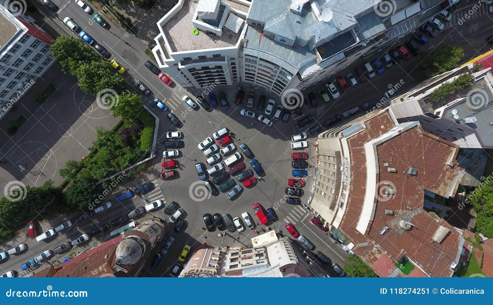Vista aerea dal fuco sopra una rotonda, a Bucarest