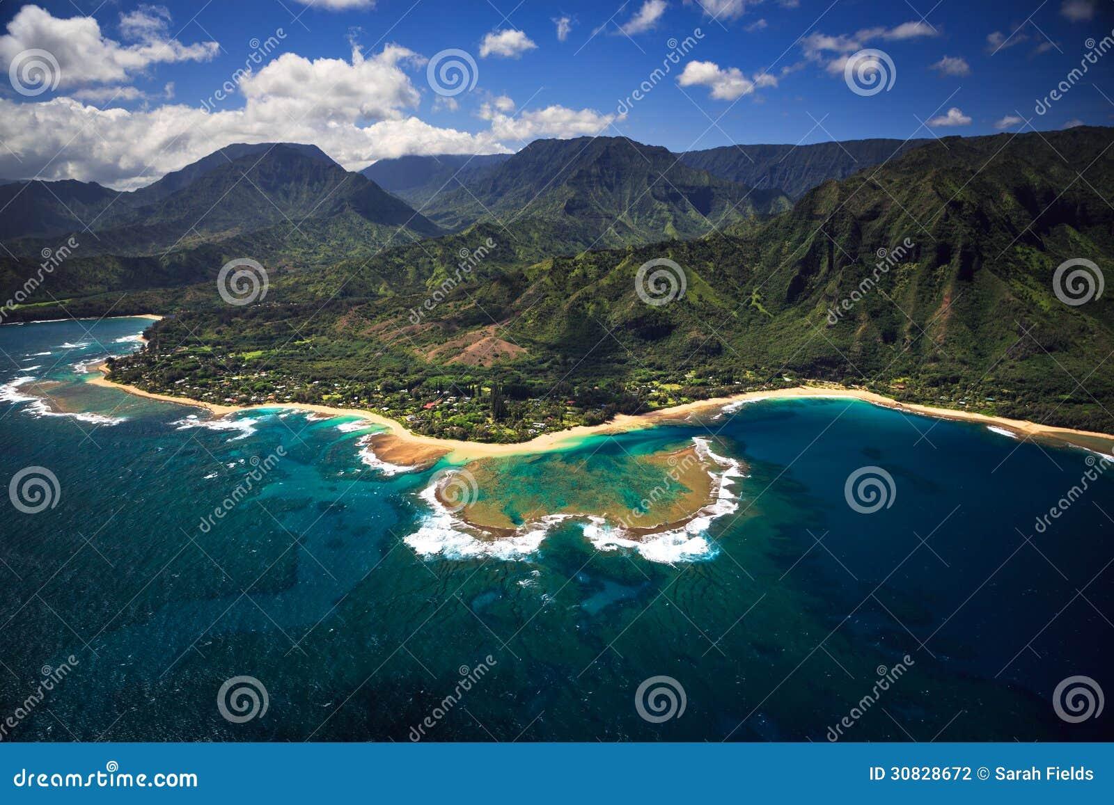 Vista aerea dei tunnel su Kauai