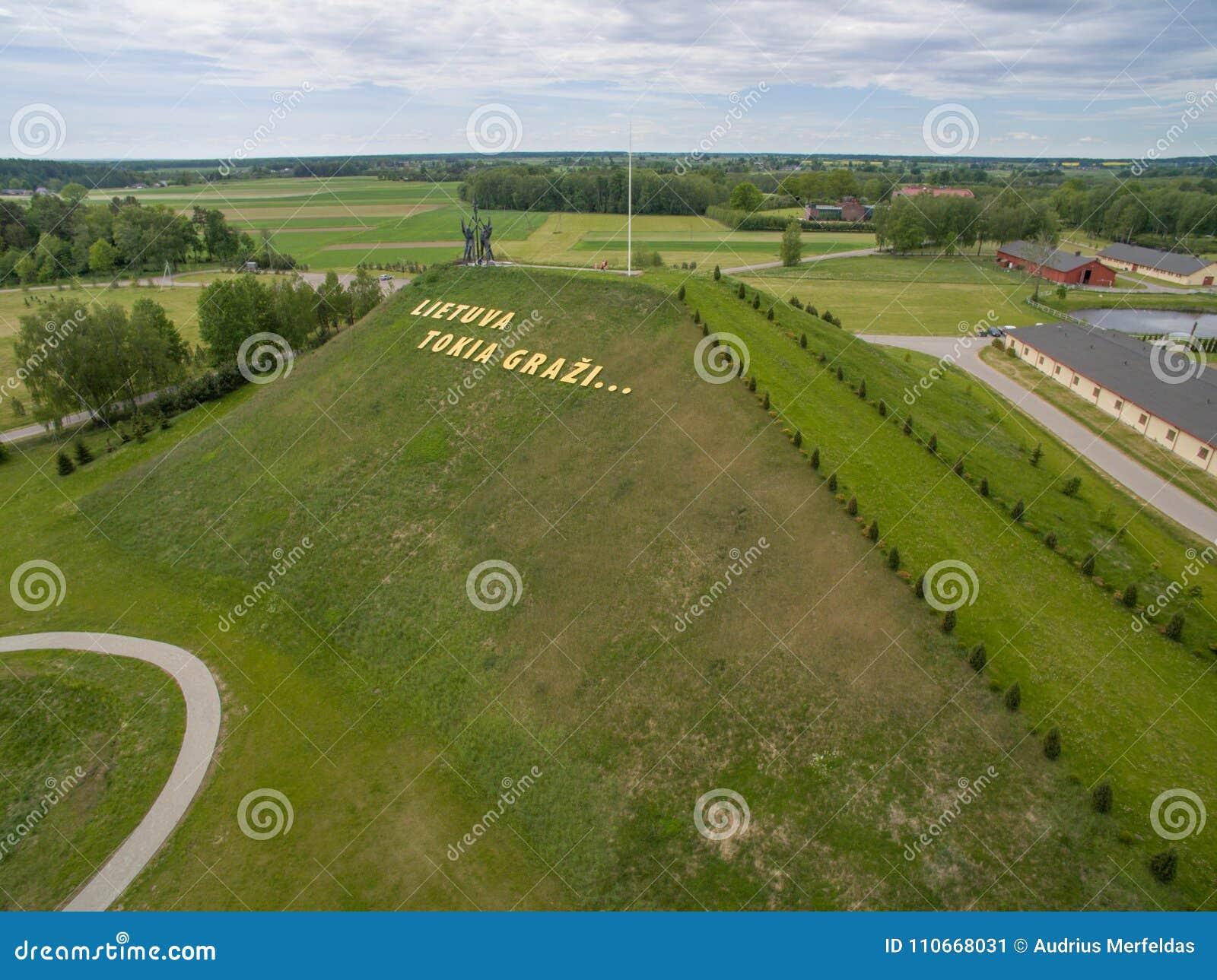 Vista aerea del parco di armonia nel ` Lituania delle lettere e della Lituania