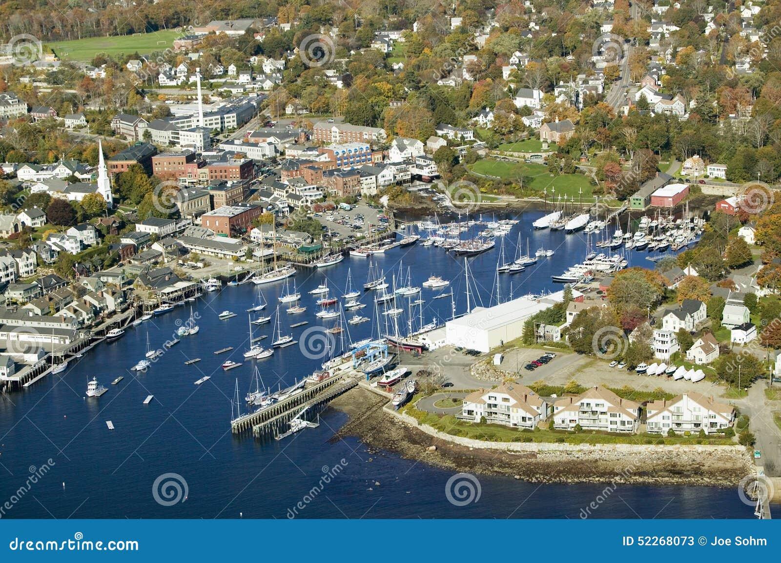 Vista aerea del porto in autunno, Maine di Antivari