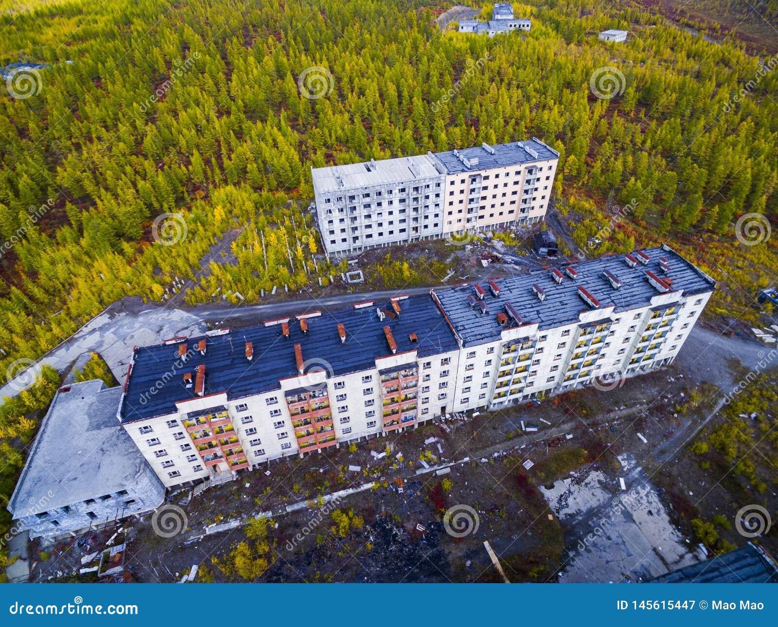 Vista aerea della citt? fantasma Kadykchan, Kolyma, regione di Magadan