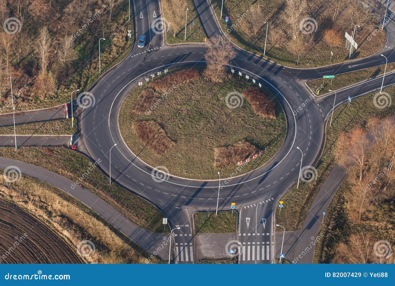 Vista aerea della rotonda nella città nell inverno