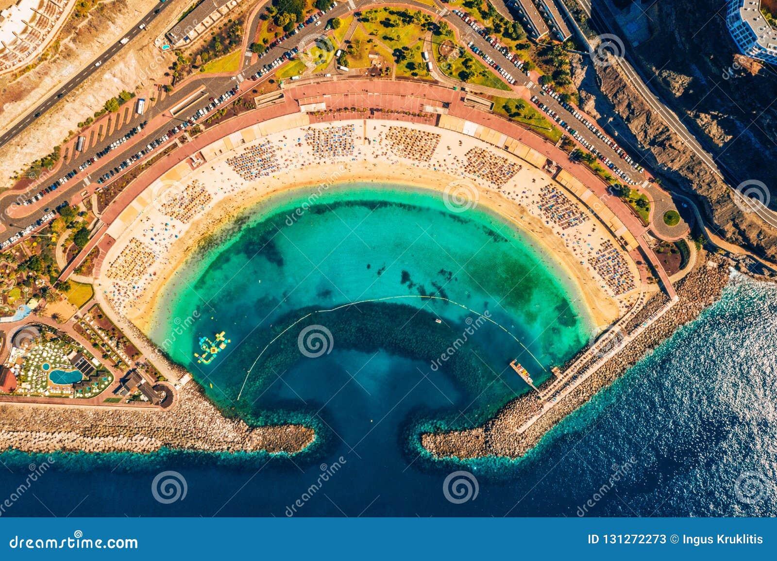 Vista aerea della spiaggia di Amadores sull isola di Gran Canaria in Spagna