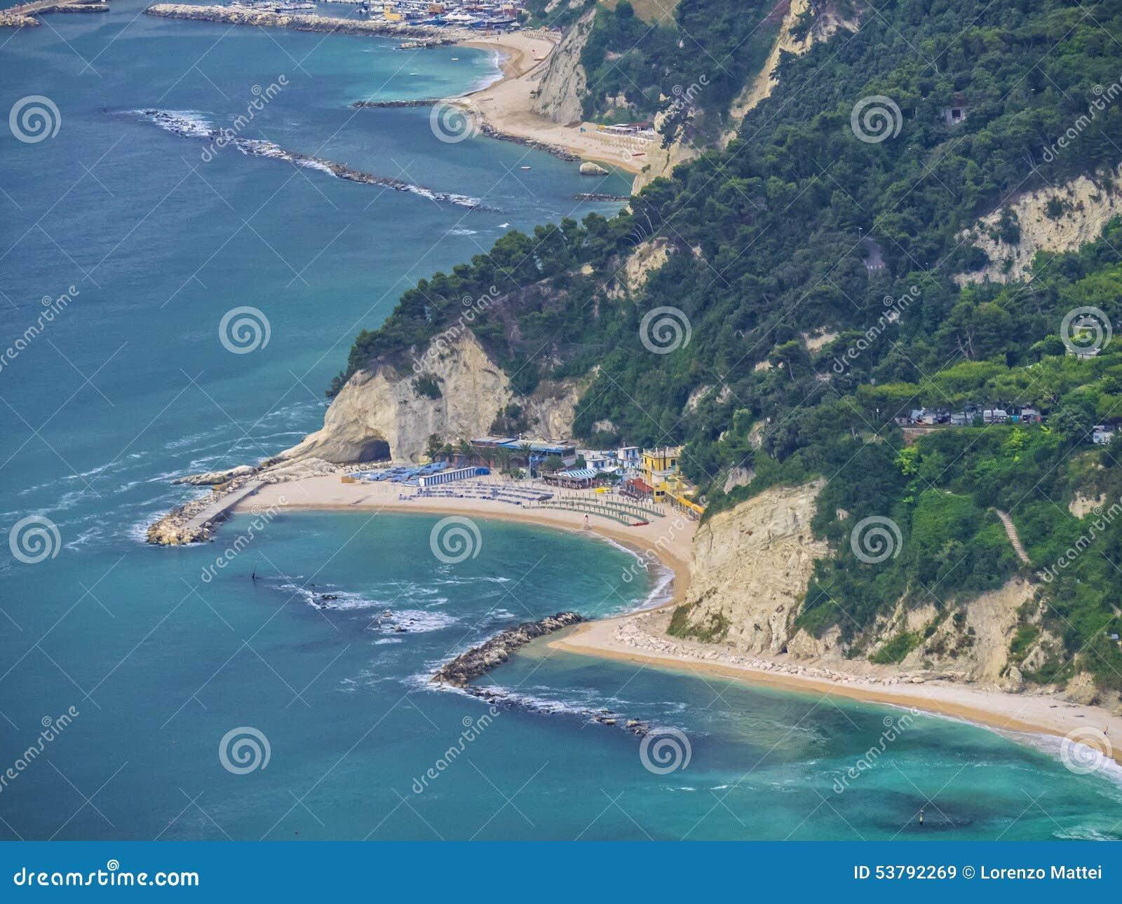 Vista aerea della spiaggia urbani vicino alla citt di - Alla colorazione della spiaggia ...