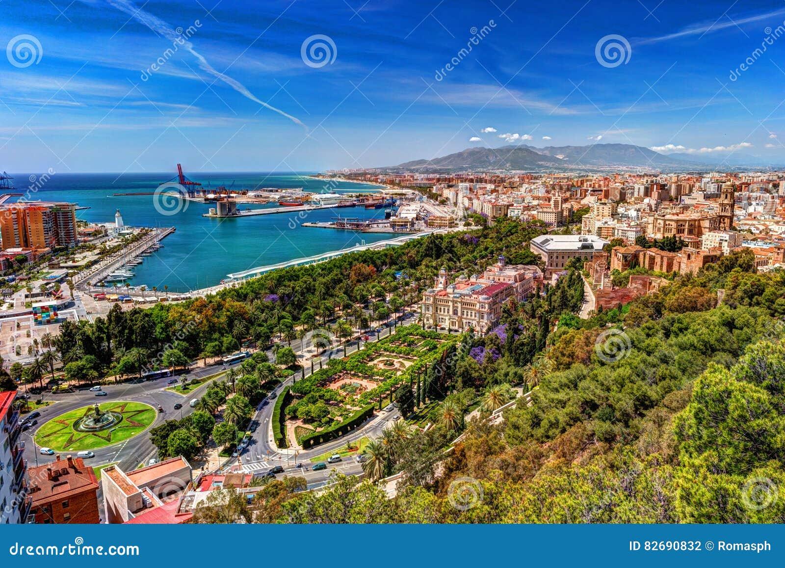 Vista aerea di malaga considerata dal castello di gibralfaro fotografia stock immagine 82690832 - Fotografia aerea malaga ...