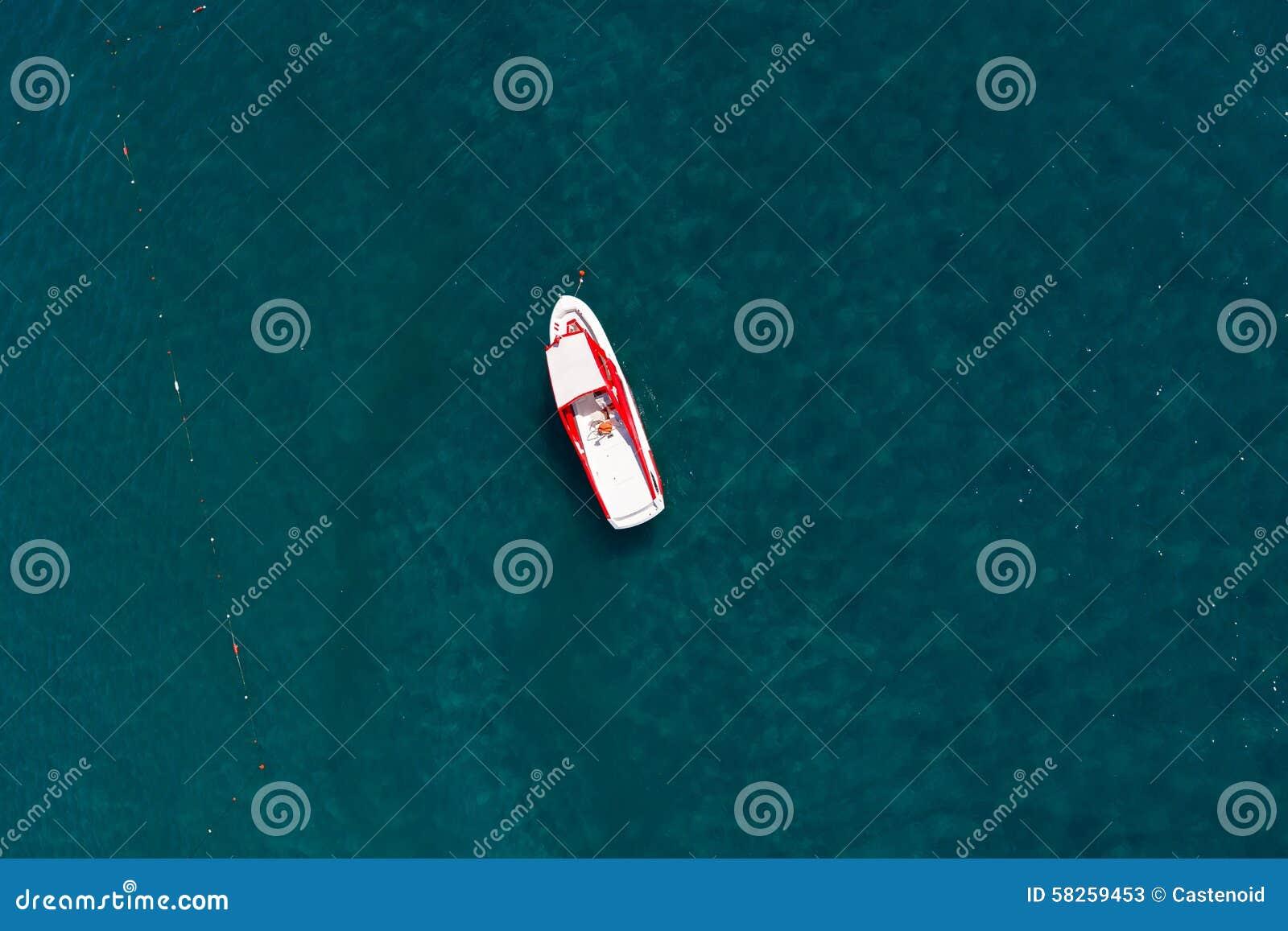 Vista aerea di una barca