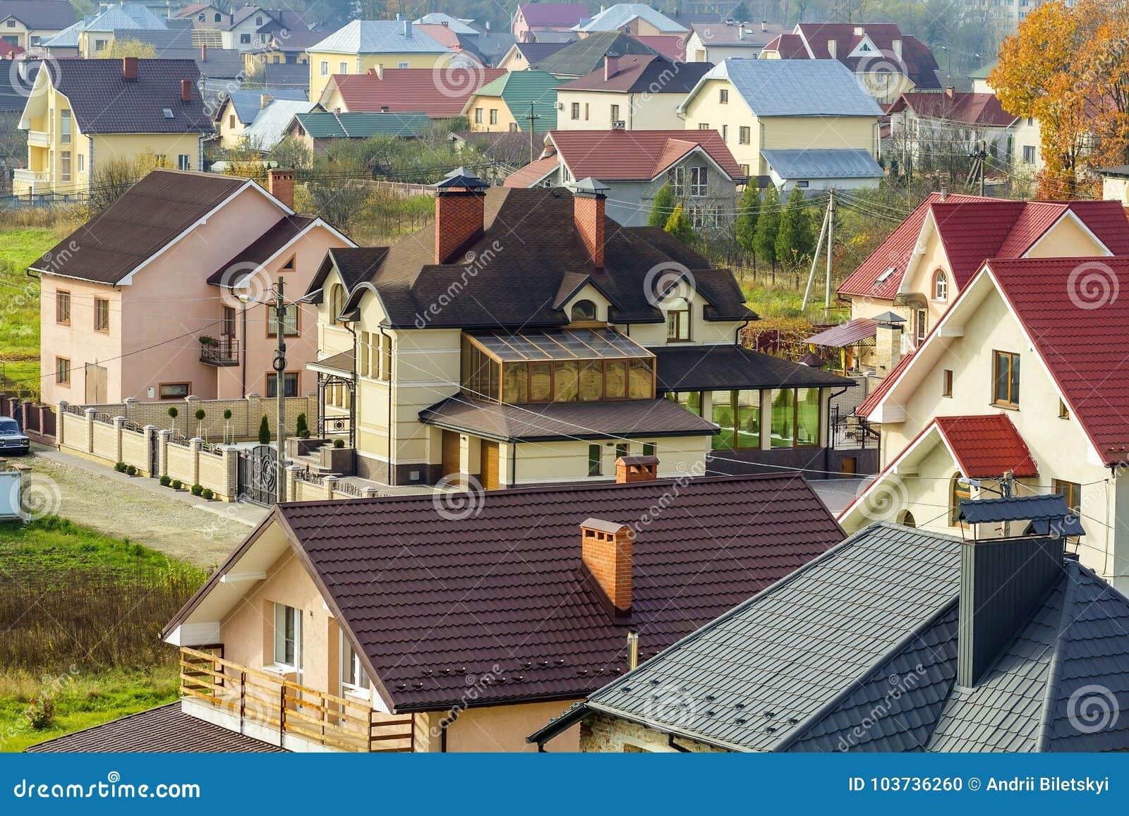 Vista aerea di zona residenziale con le case moderne in for Le case moderne