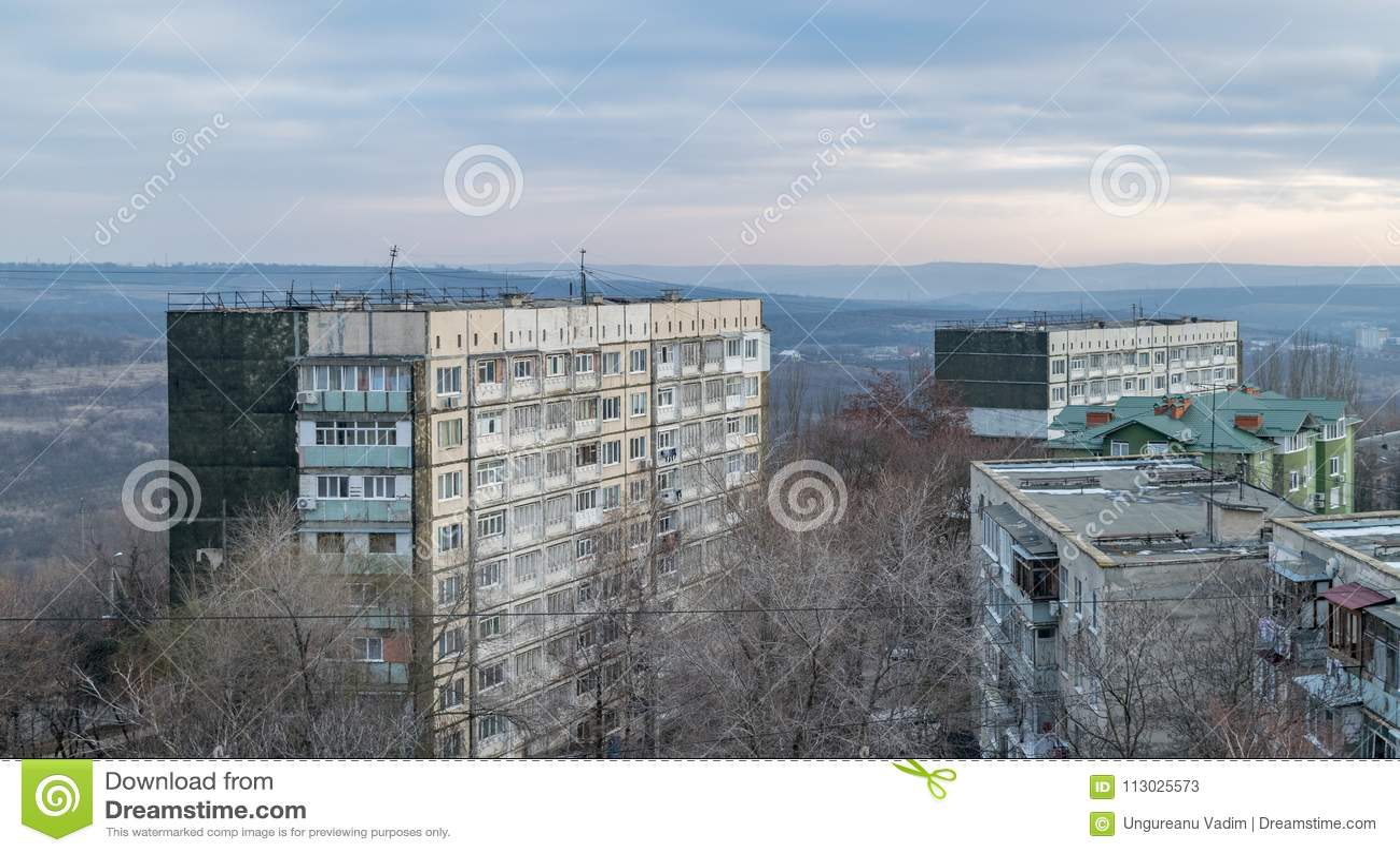 Vista ai tetti durante l alba a Chisinau