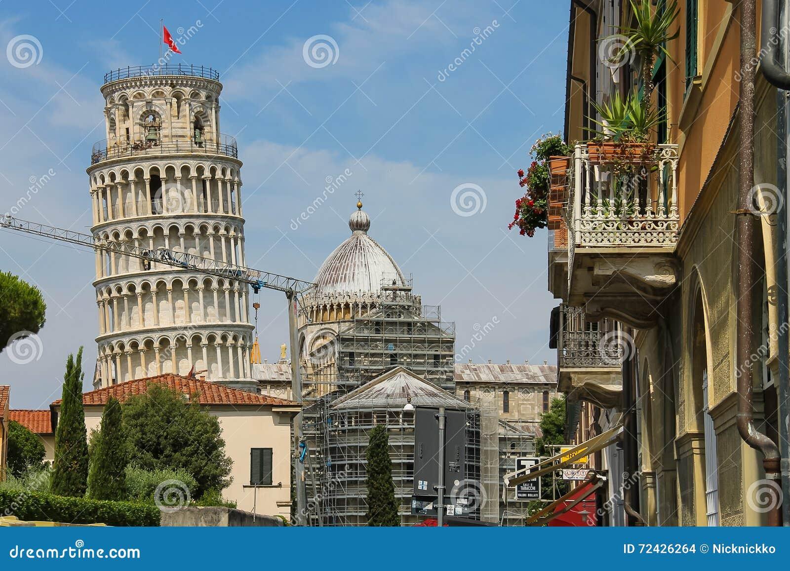 Vista al campanario de la catedral (torre inclinada de Pisa) AIE