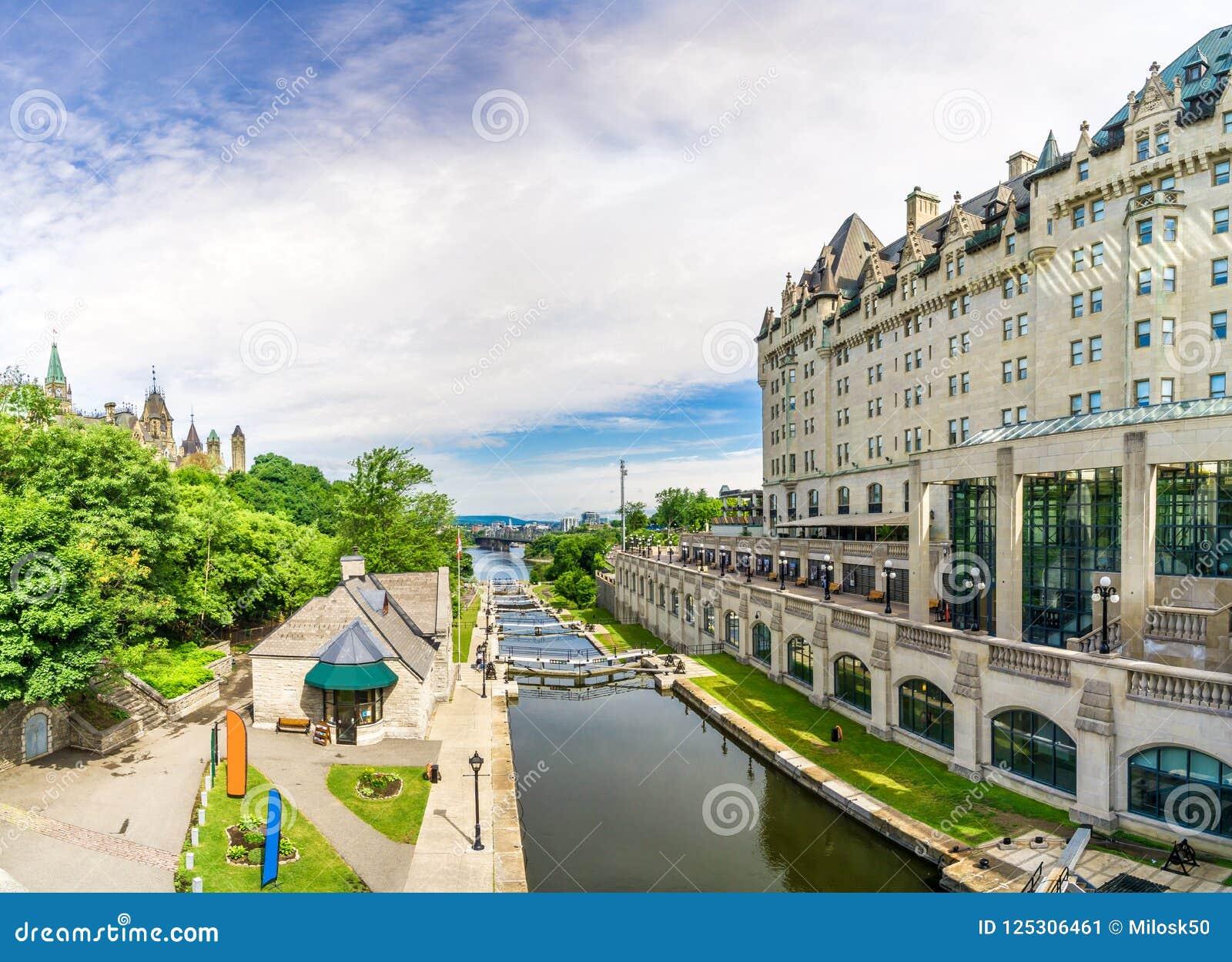 Vista al canale di Rideau Ottawa - nel Canada