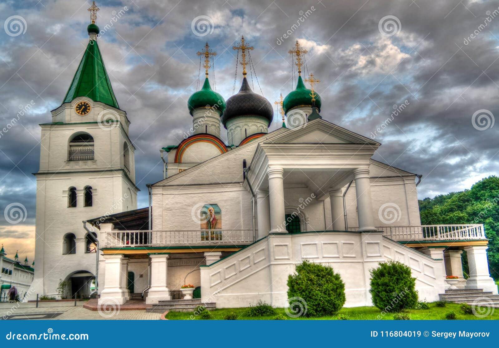 Vista al monastero ortodosso di ascensione di Pechersky, Nižnij Novgorod, Russia