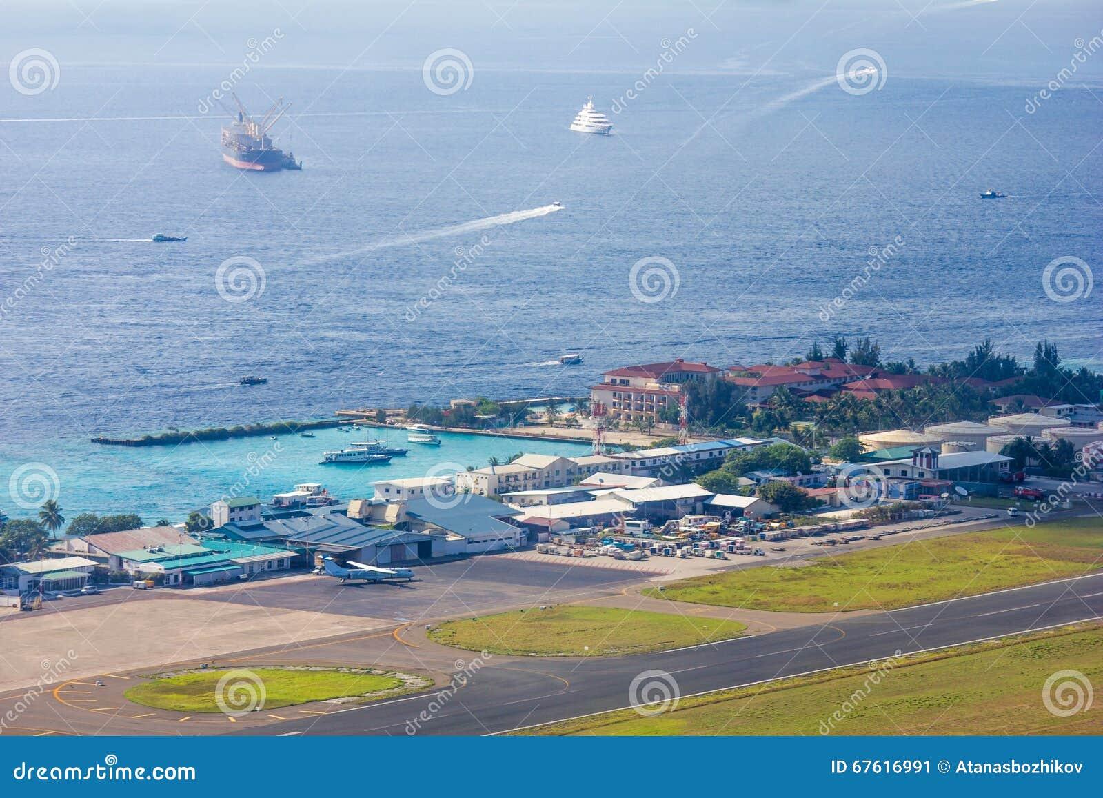 Aeroporto Male Maldive : Vista areale del maschio e dell aeroporto del trasporto abitante