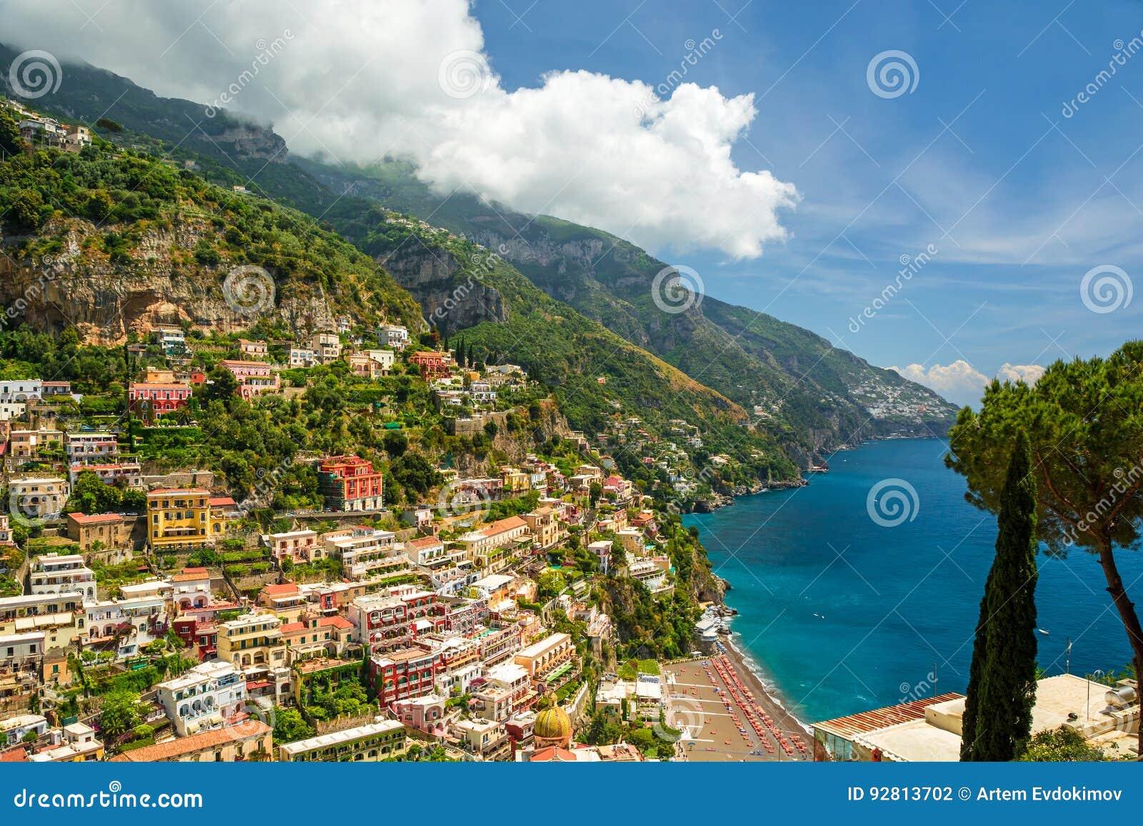 Vista bonita da cidade de Positano, Italia