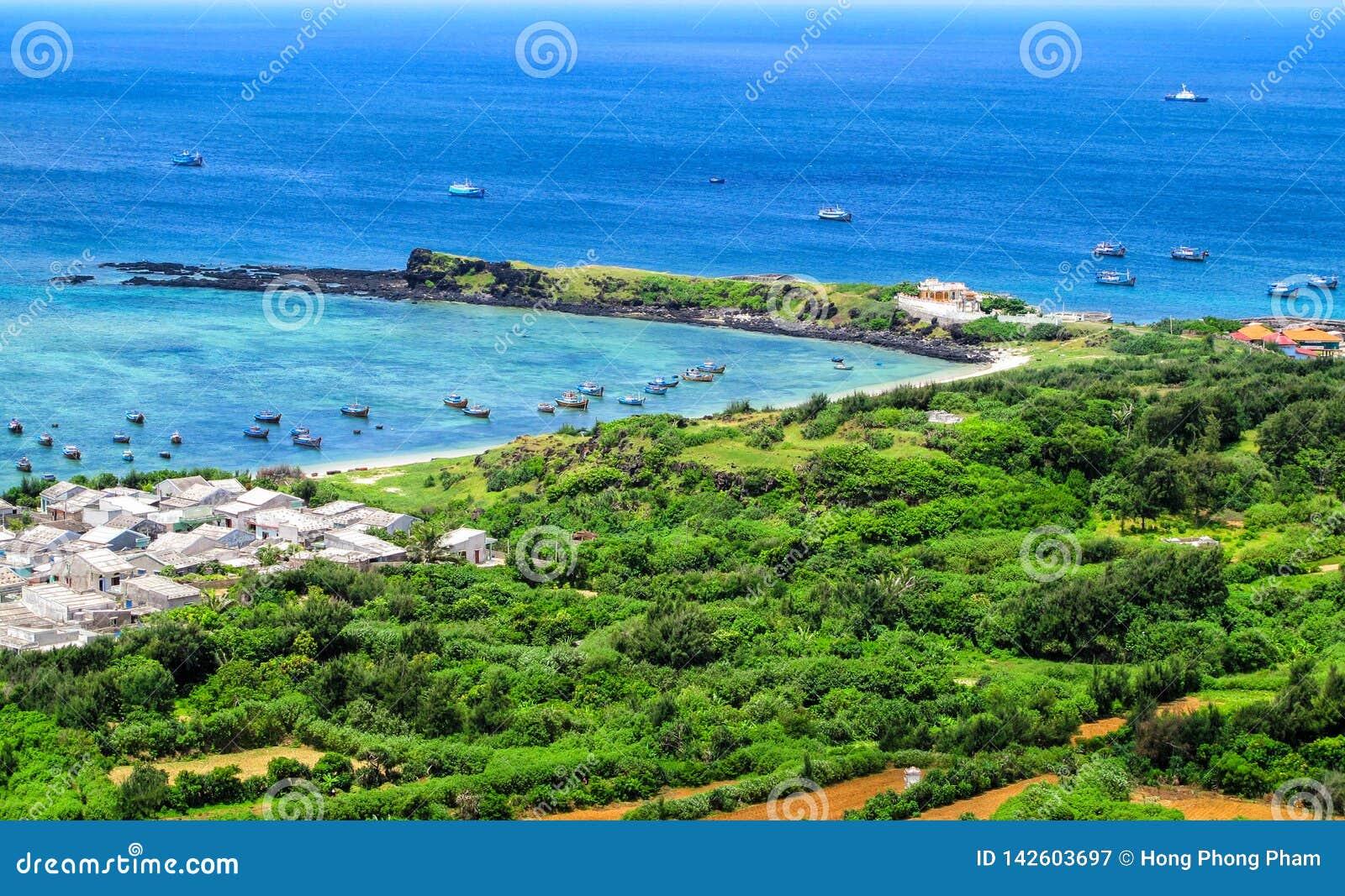 Vista bonita da ilha de Phu Quy em Binh Thuan, Vietname