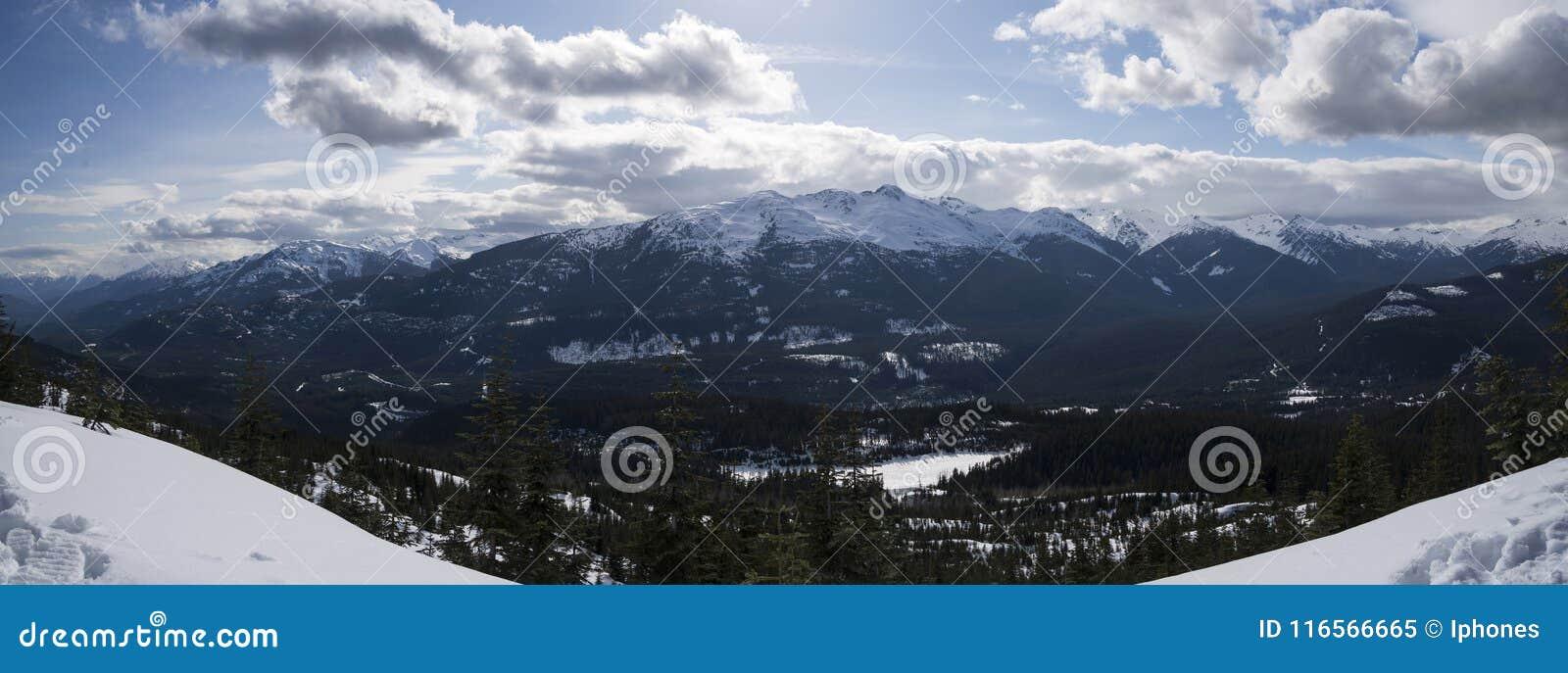 Vista cénico das montanhas