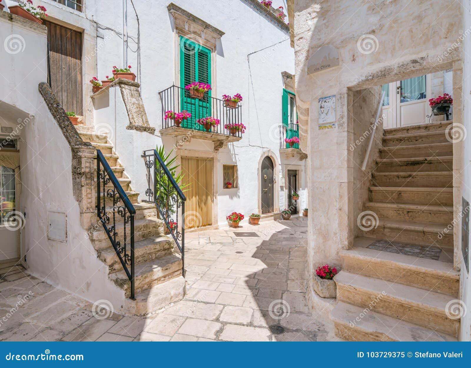 Vista cênico em Locorotondo, Bari Province, Apulia, Itália do sul