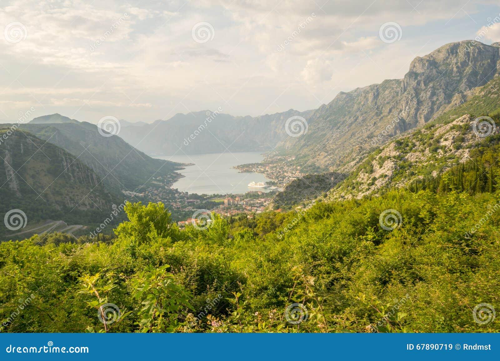 Vista da baía de Kotor da montanha de Lovcen