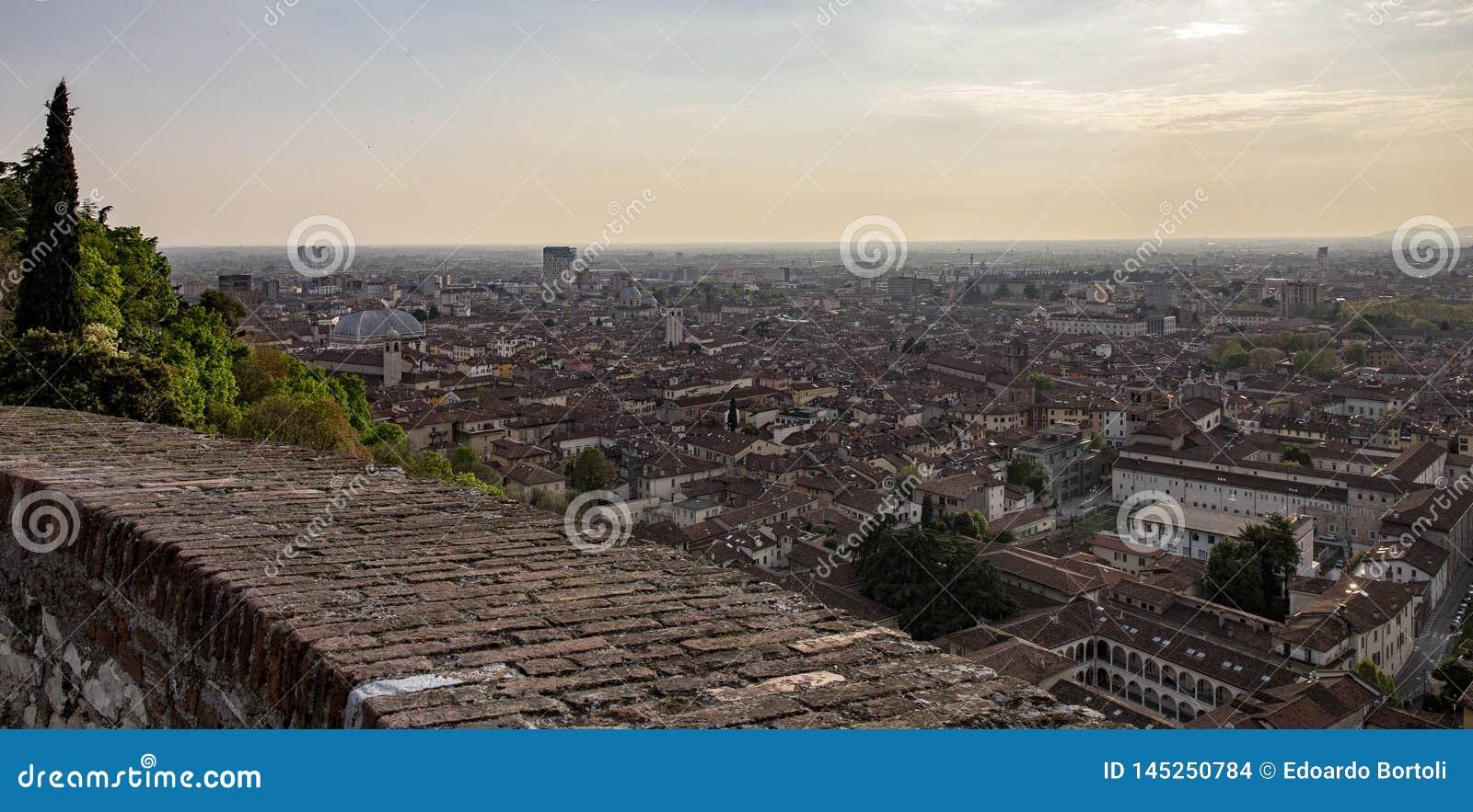 Vista da cidade de Bríxia do castelo
