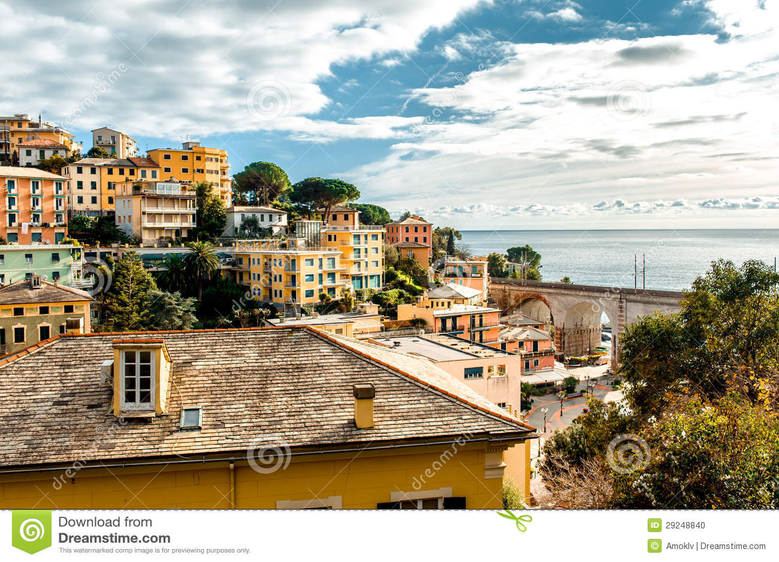 Download Vista da cidade italiana foto de stock. Imagem de telhados - 29248840