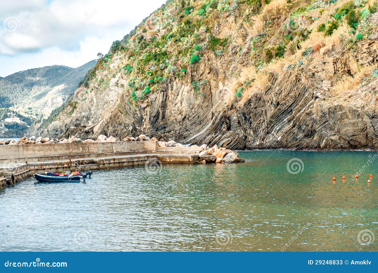 Download Vista Da Lagoa E Do Cais De Vernazza Imagem de Stock - Imagem de província, europa: 29248833
