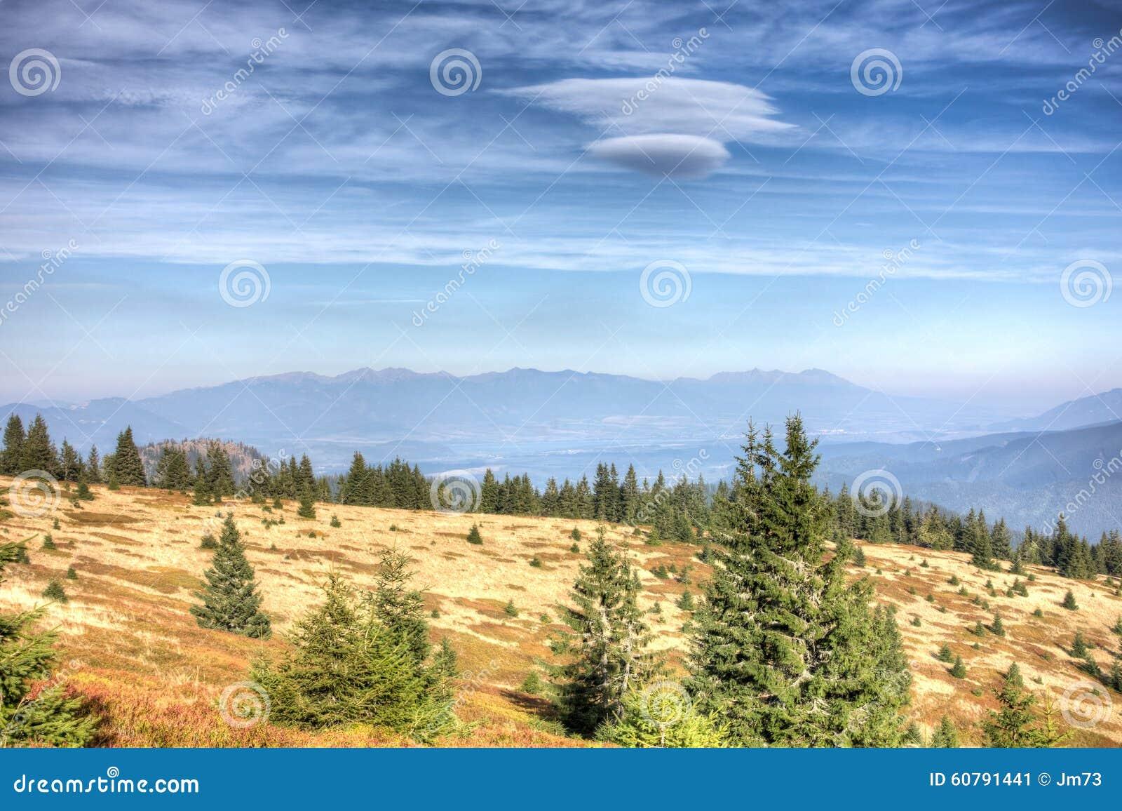 Vista da maggior Fatra alle alte montagne di Tatras - Slovacchia