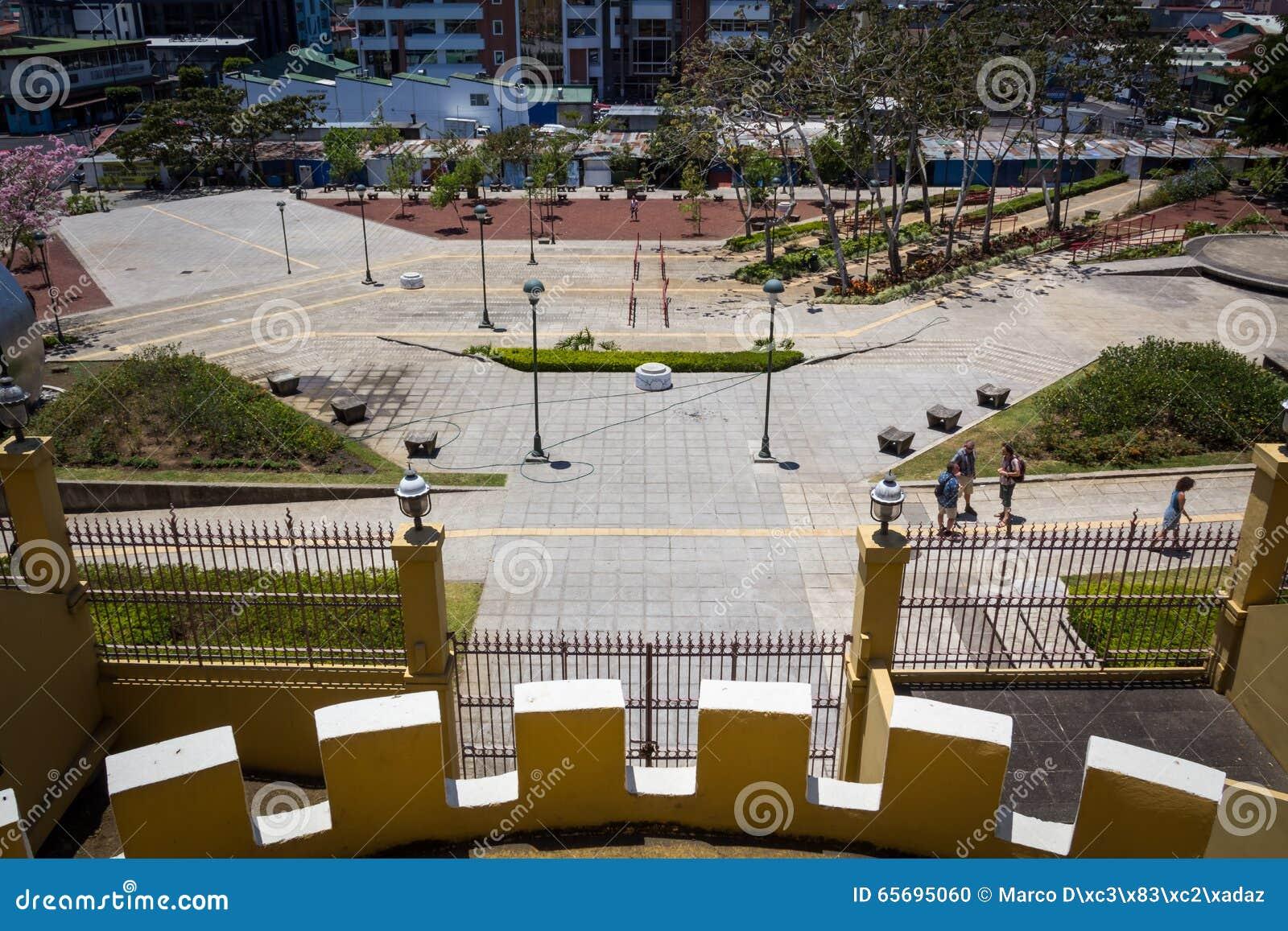 Vista da plaza de la Democracia do Museu Nacional de Costa Rica
