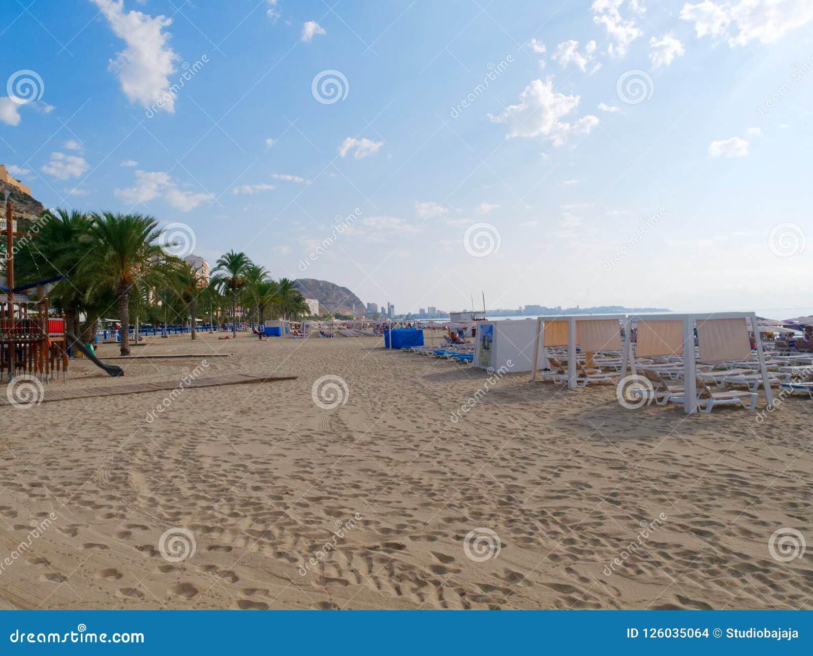 Vista da praia Playa del Postiguet em Alicante spain
