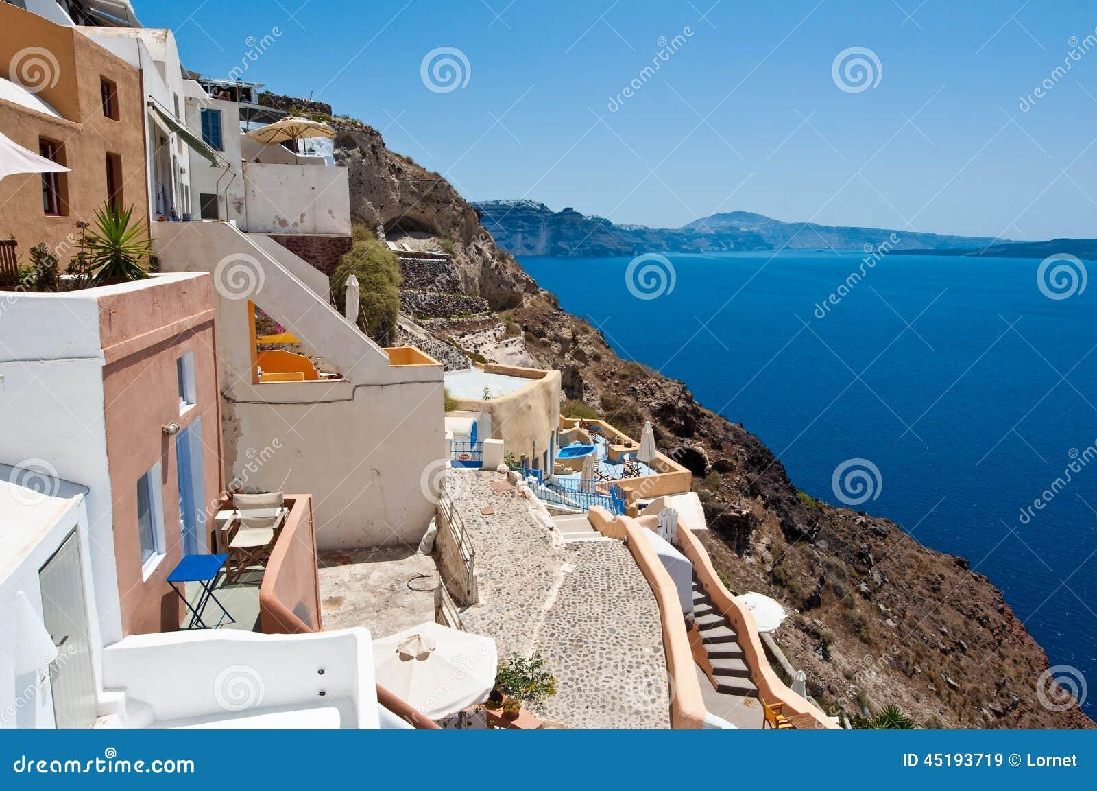 Vista da vila de Oia na ilha de Santorini igualmente conhecida como Thera, Grécia