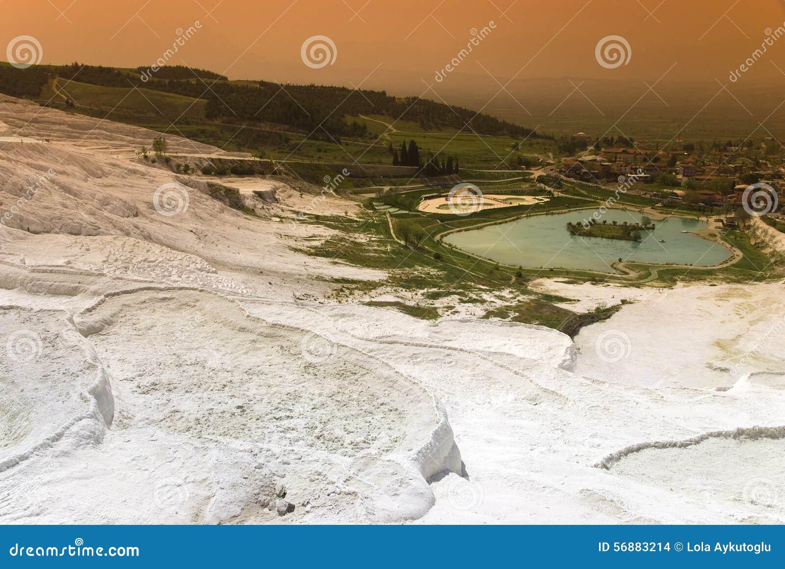 Vista dai terrazzi del travertino in vista di Pamukkale