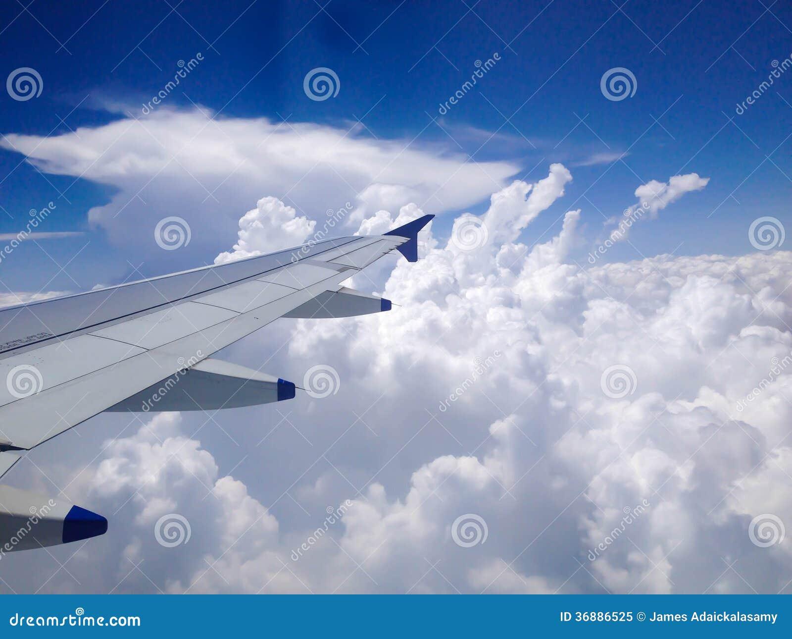 Download Vista Dalla Finestra Dell'aeroplano Immagine Stock - Immagine di nessuno, aerospaziale: 36886525