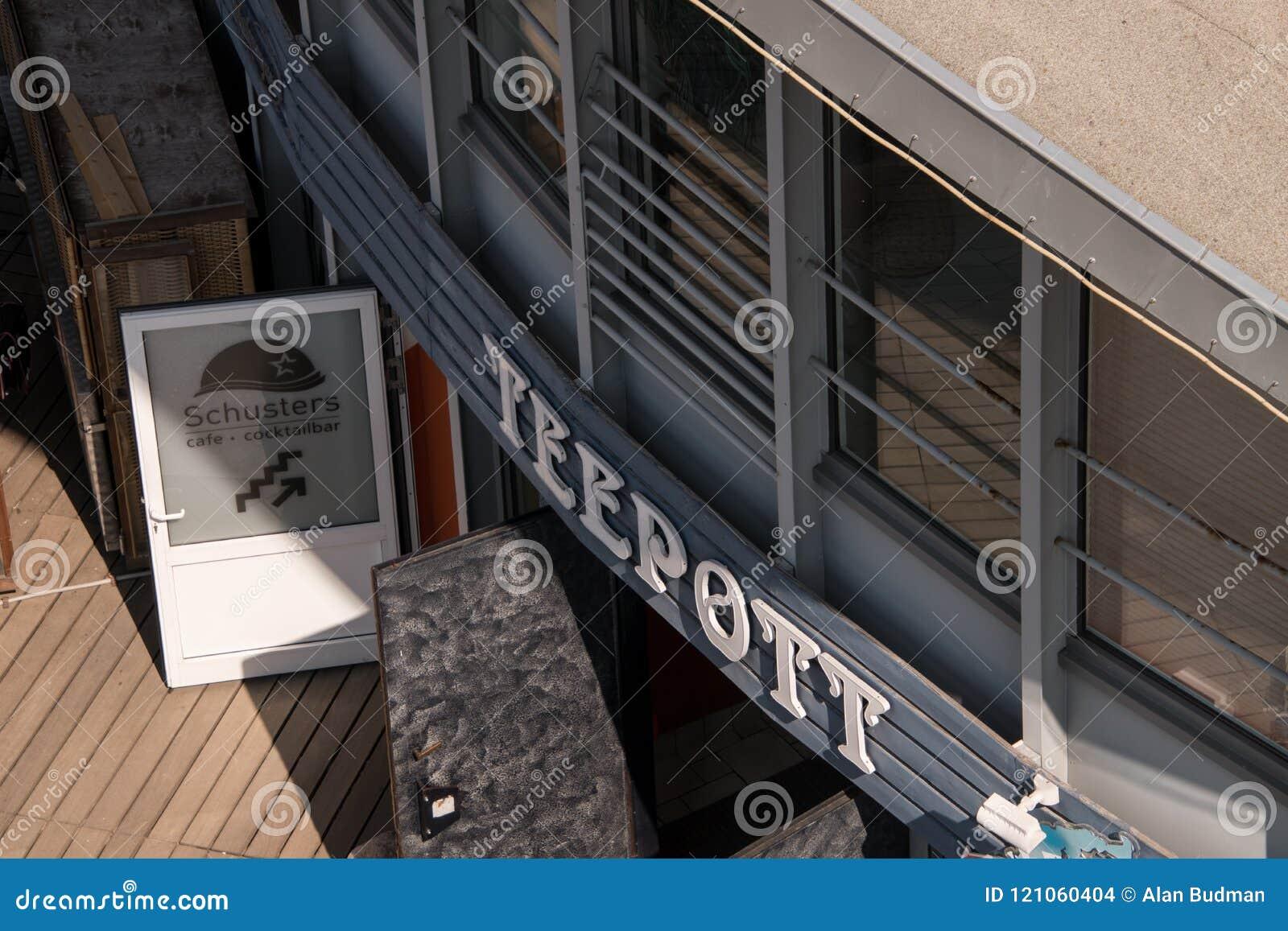 Vista de cima da entrada ao restaurante e ao Schust do teepott