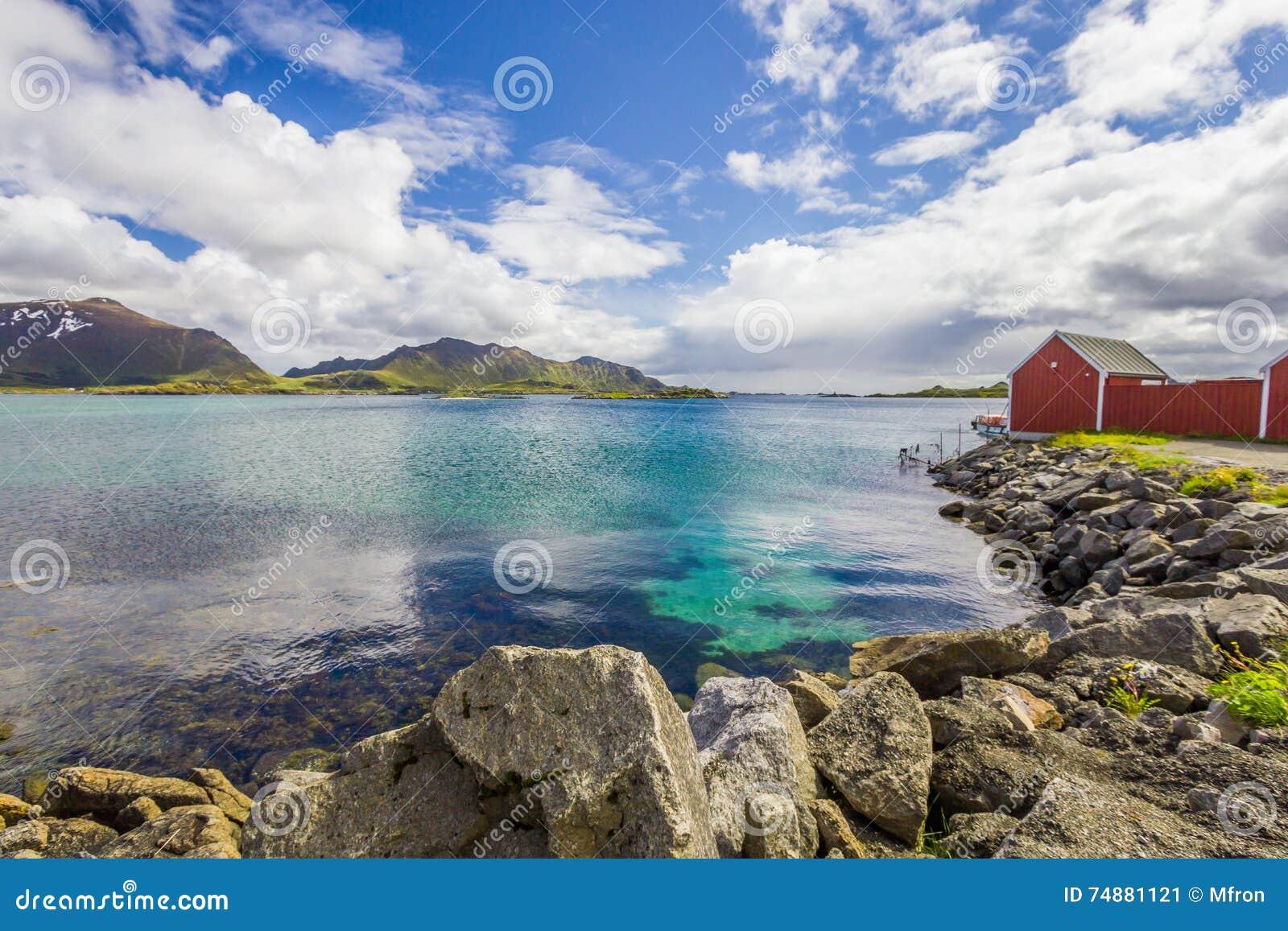 Vista de ilhas de Lofoten em Noruega