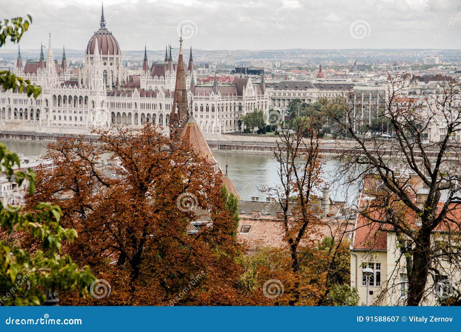 Vista de la ciudad de Budapest en otoño