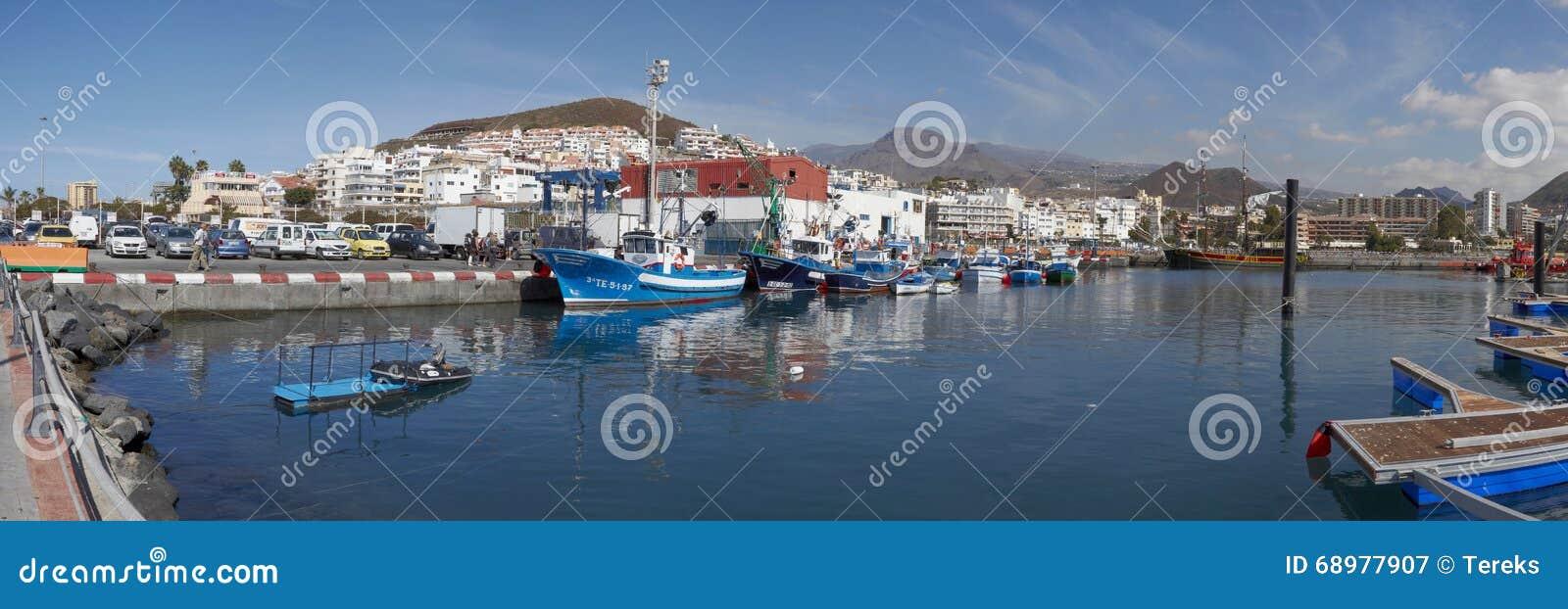 Vista de la ciudad del Los Cristianos, Tenerife, islas Canarias, España