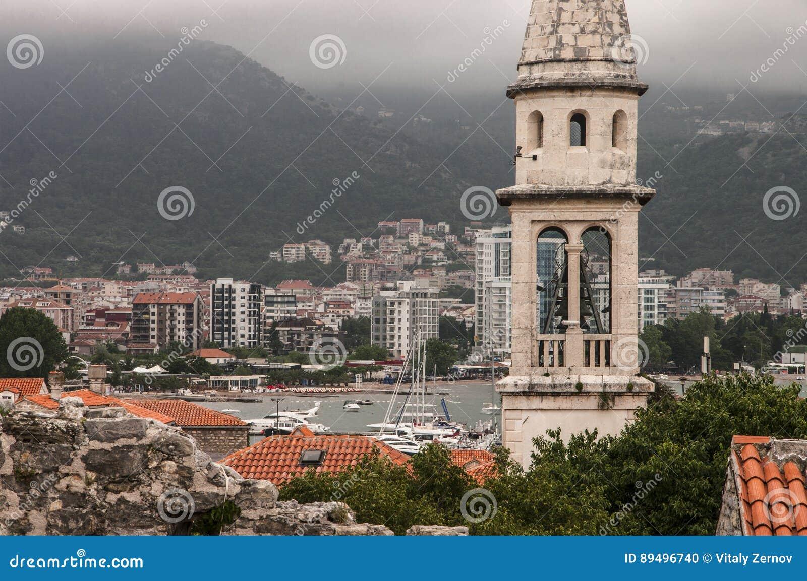 Vista de la ciudad vieja de Budva
