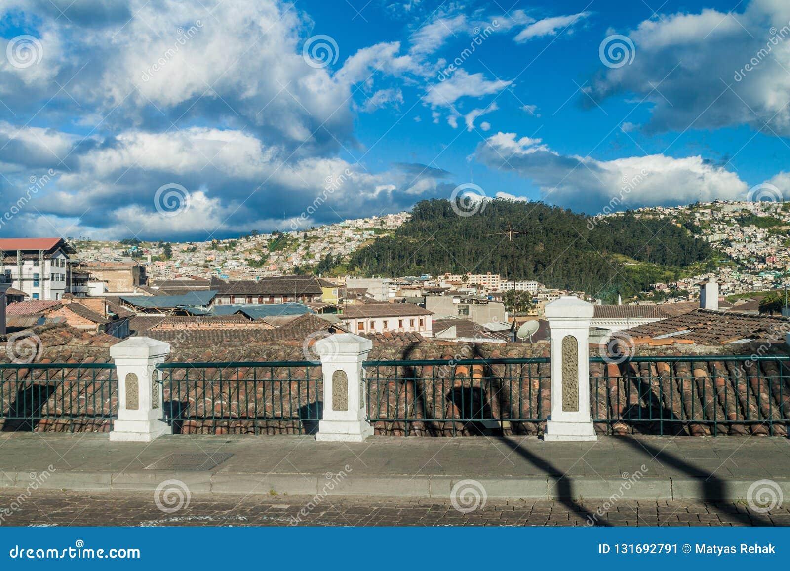 Vista de la ciudad vieja en Quito