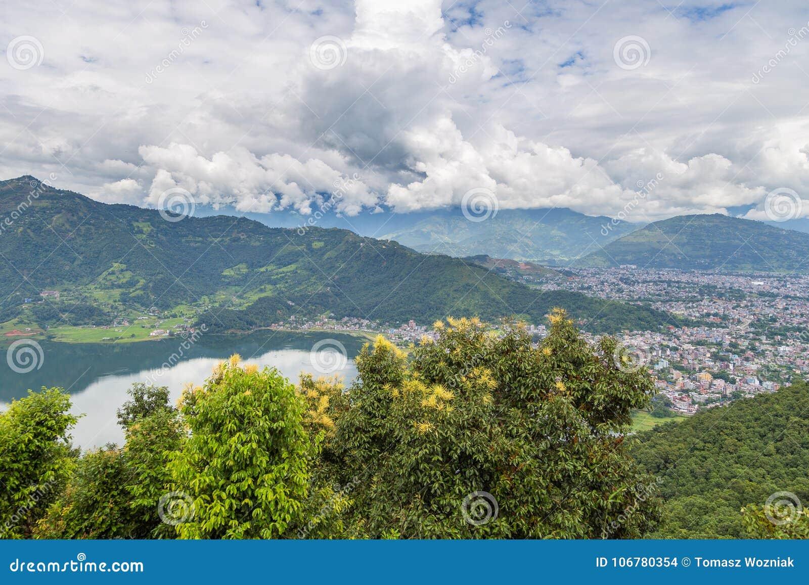 Vista de la ciudad y del lago Phewa, Nepal de Pokhara