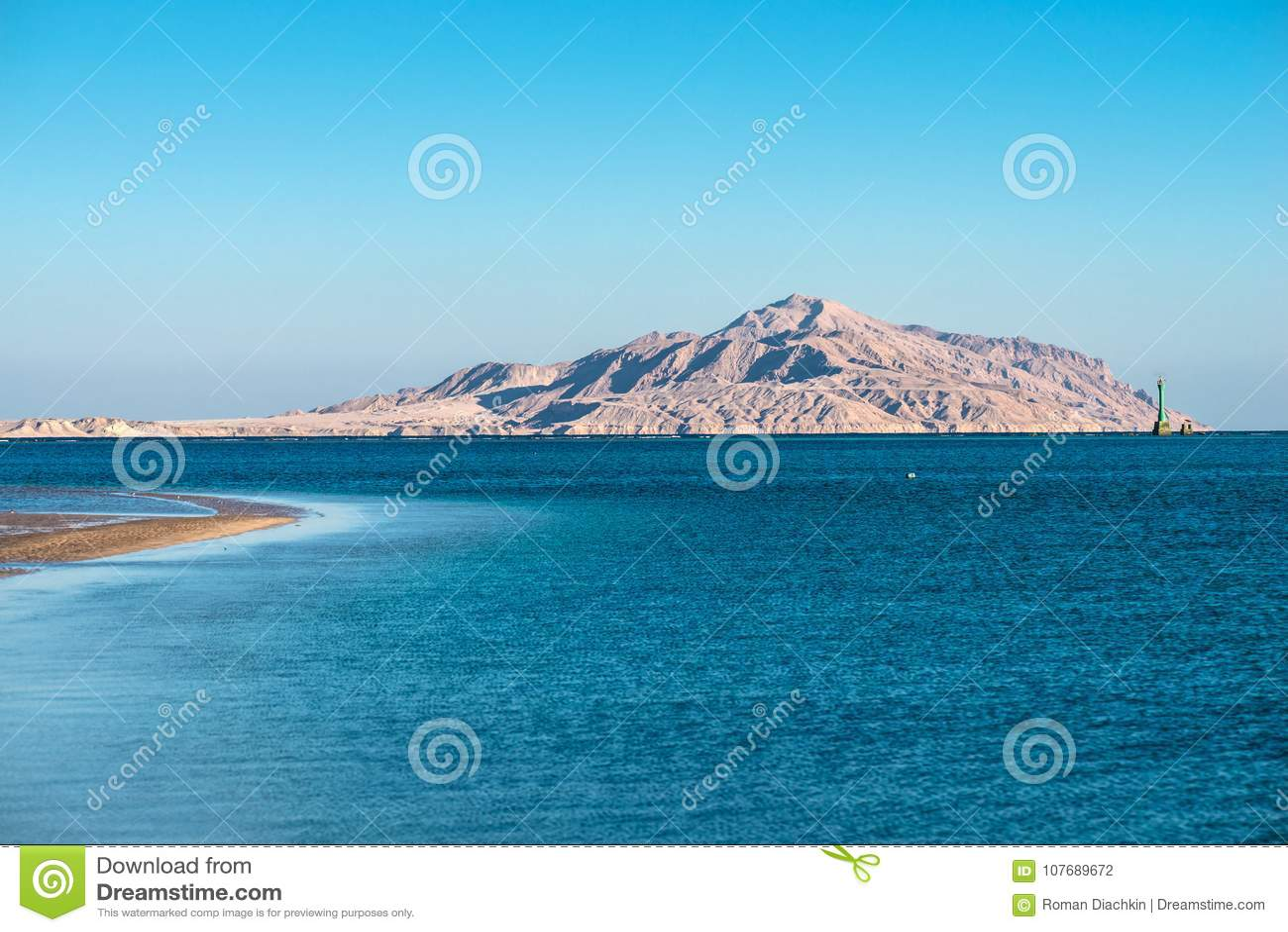 Vista De La Isla De Tiran Del Mar Rojo Foto De Archivo Imagen De
