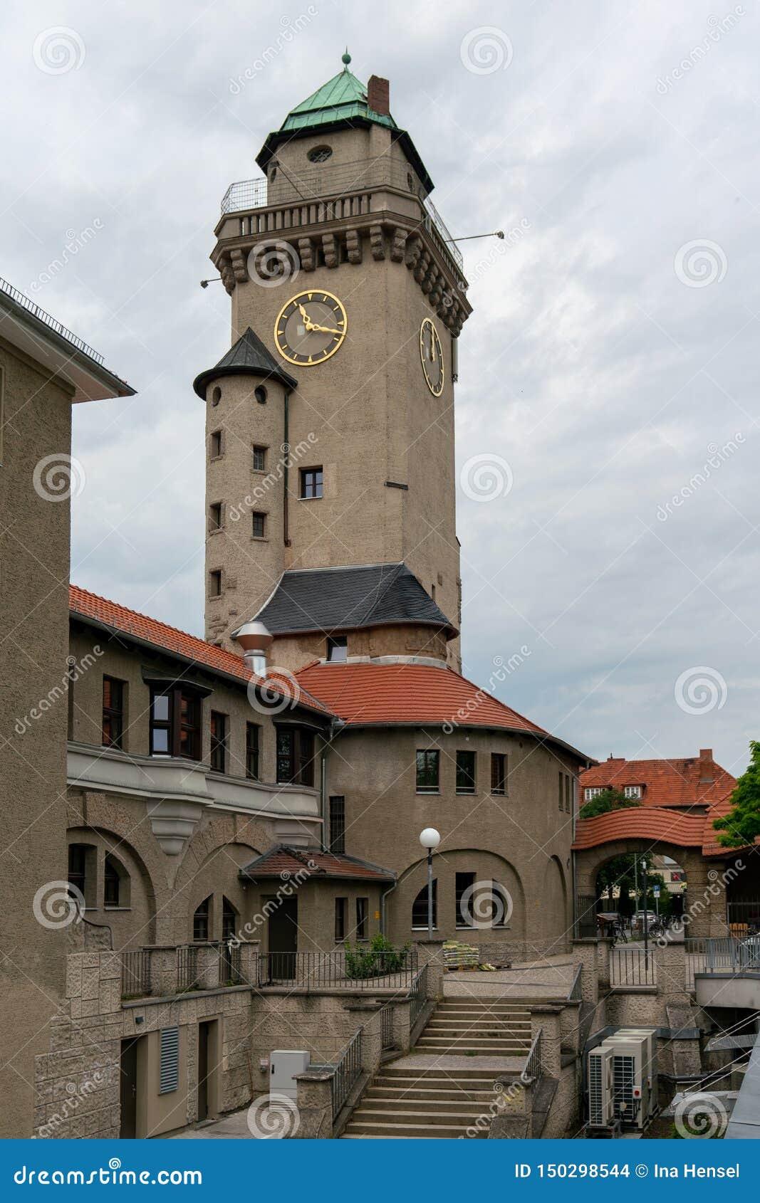 Vista de la torre histórica de Kasino en Berlin Frohnau