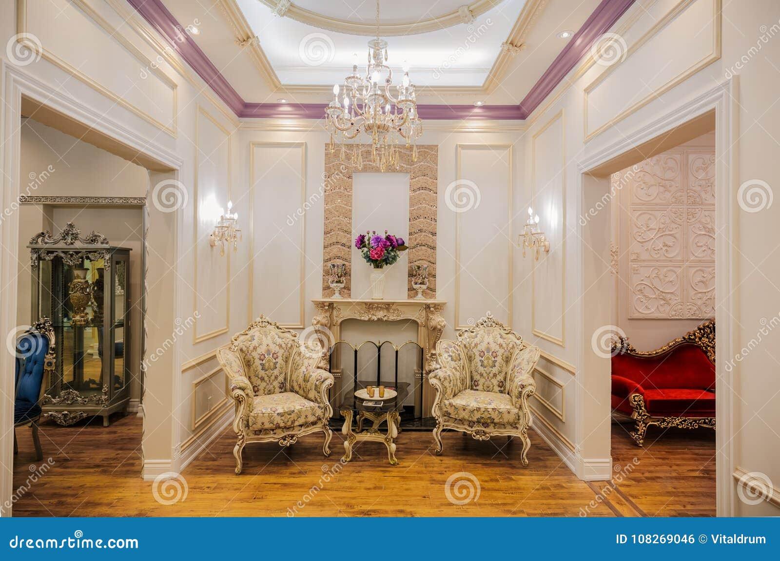 Vista de lujo asombrosa hermosa del cuarto de invitados casero interior