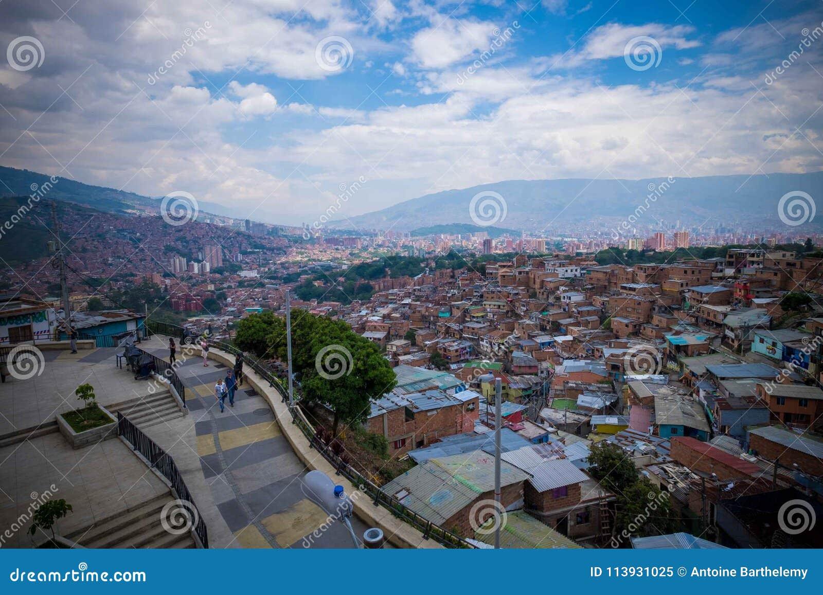 Vista de Medellin da vizinhança de Comuna 13