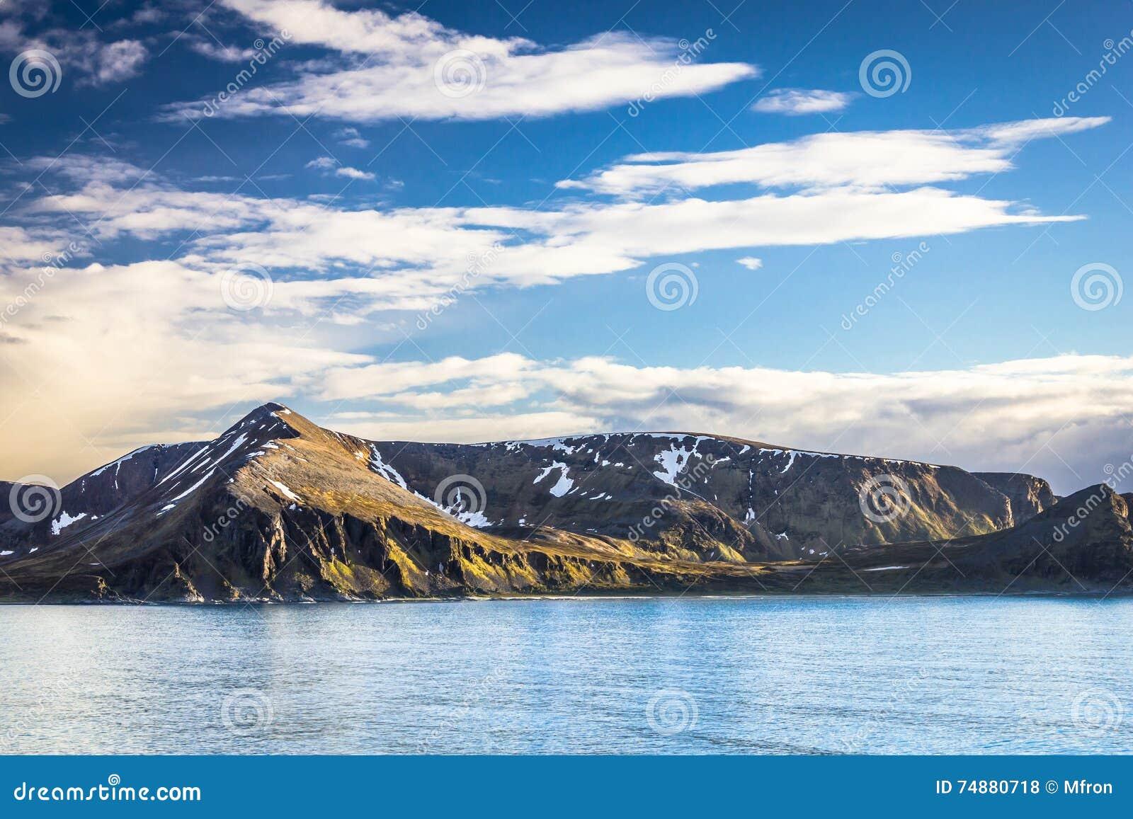 Vista de Noruega do norte perto de Alta