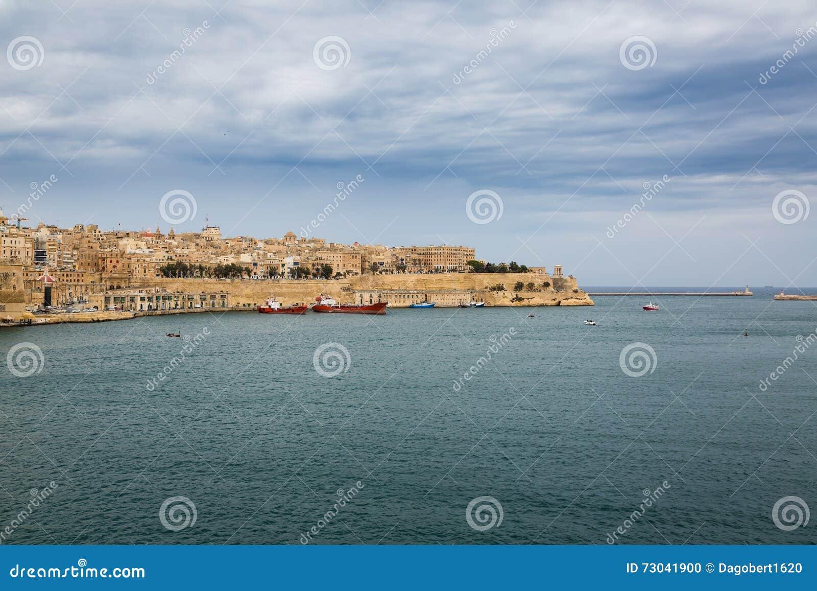 Vista de paredes da cidade de Valletta