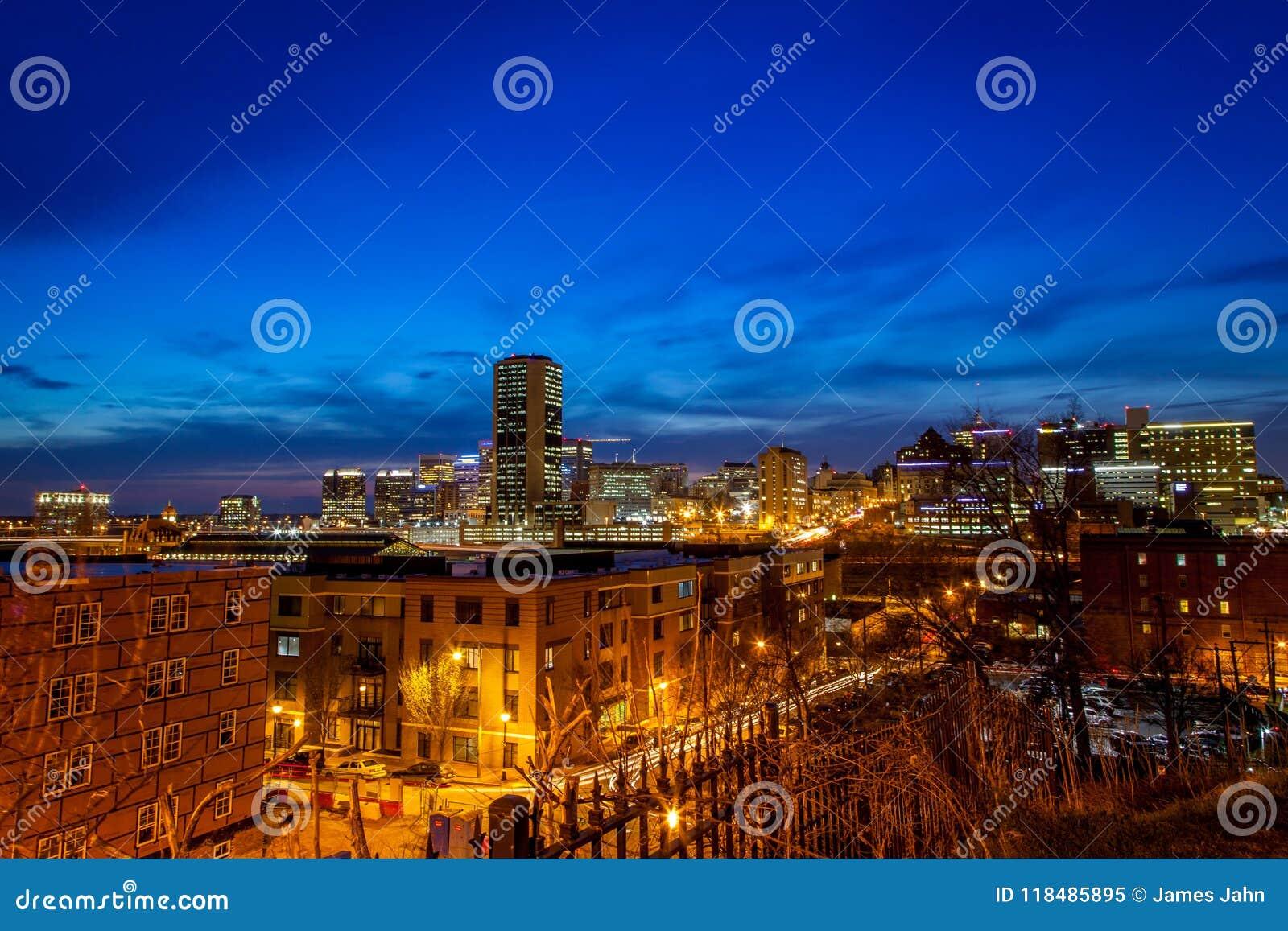 Vista de Richmond, Virginia en la noche
