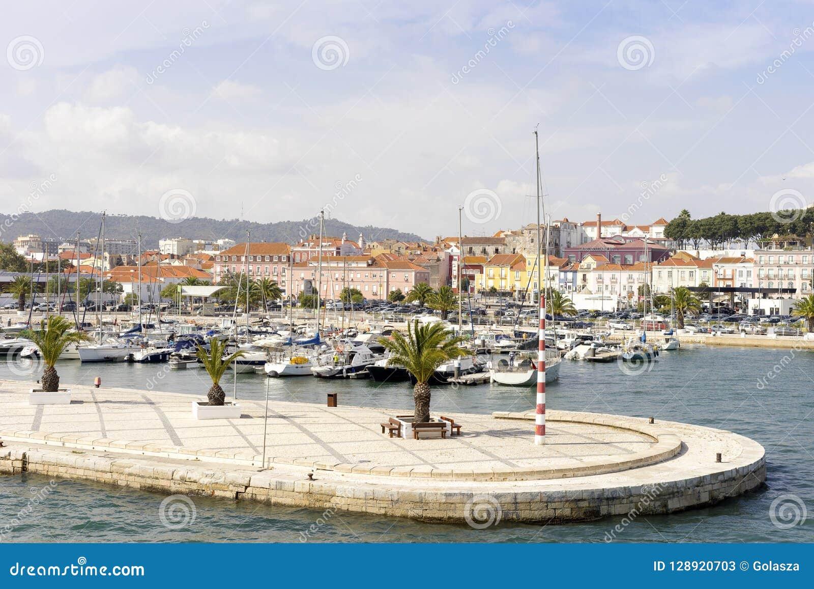 Vista de Setubal do porto, Portugal