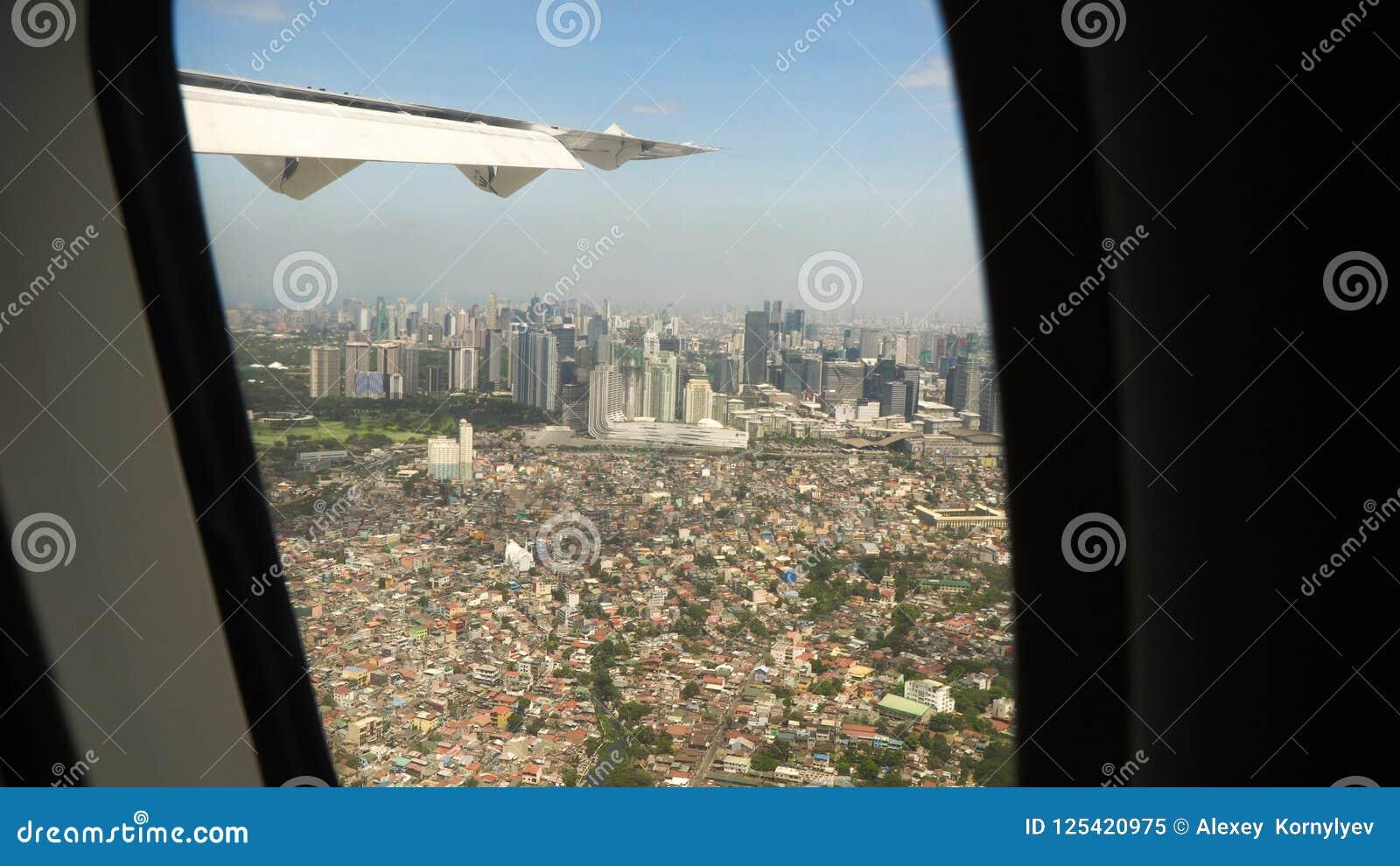 Vista de uma janela do avião Manila, Filipinas