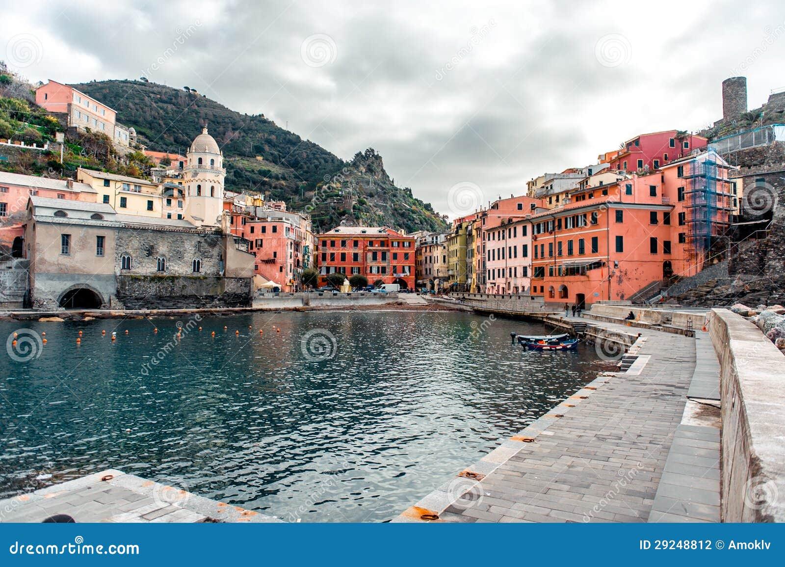 Download Vista de Vernazza foto de stock. Imagem de panoramic - 29248812