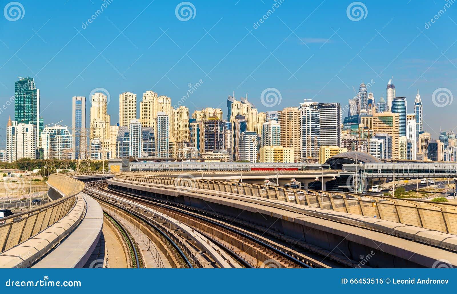 Vista dei distretti del porticciolo e di Jumeirah del Dubai