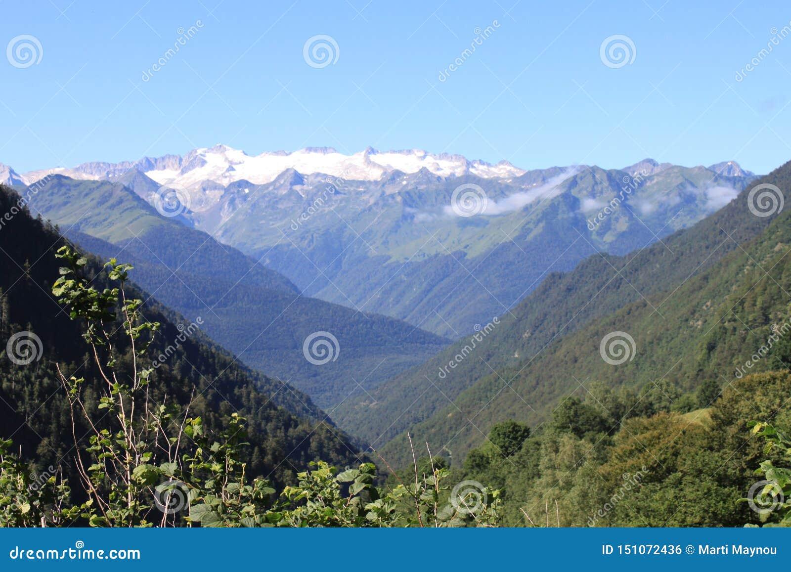 Vista dei ghiacciai di Pirenei di estate
